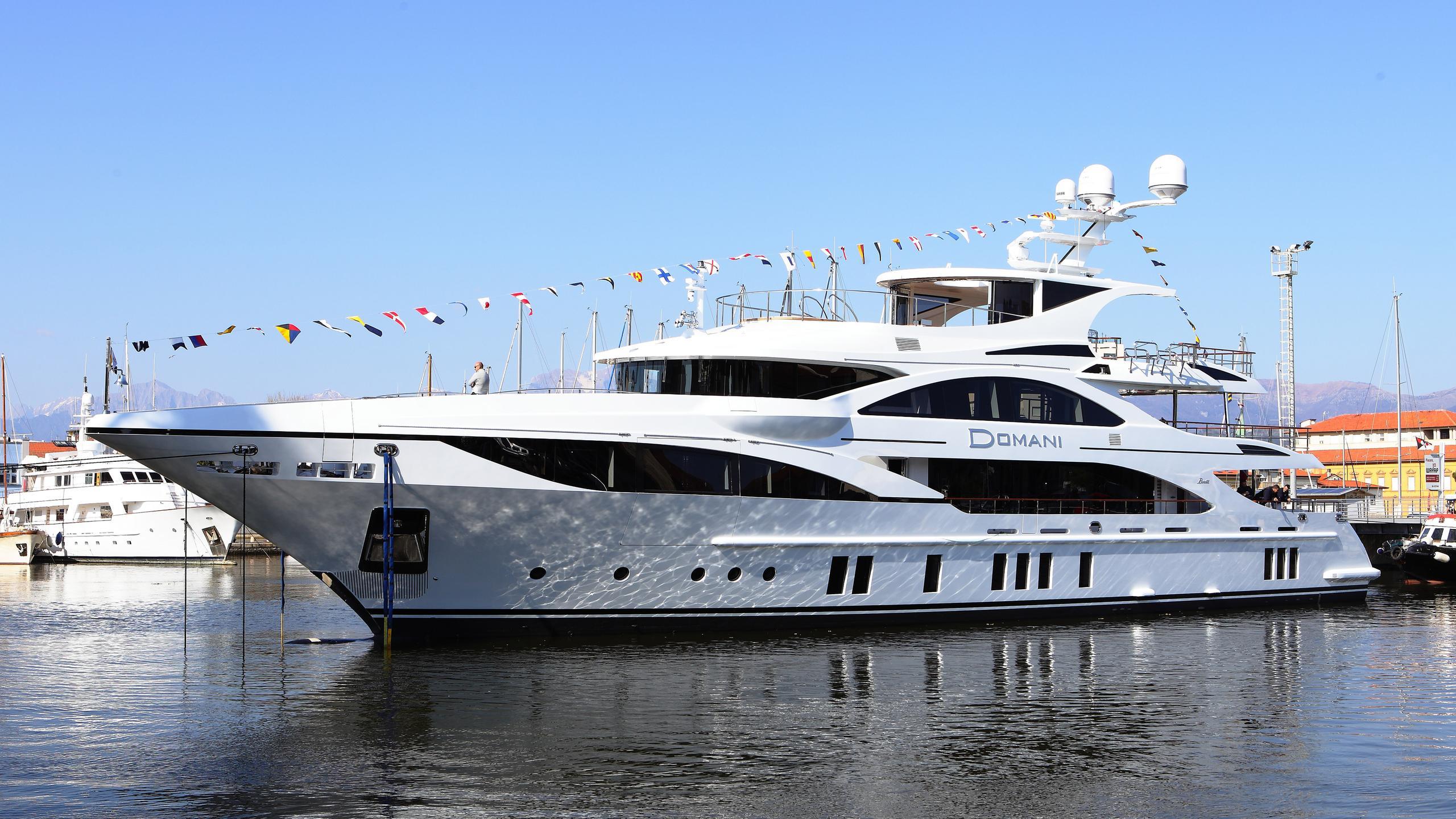 domani-motor-yacht-benetti-2016-42m-half-profile-launch