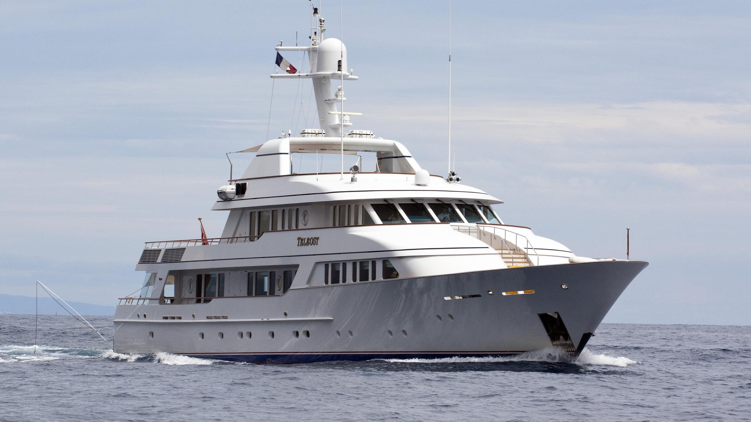 teleost-motor-yacht-feadship-1998-49m-half-profile