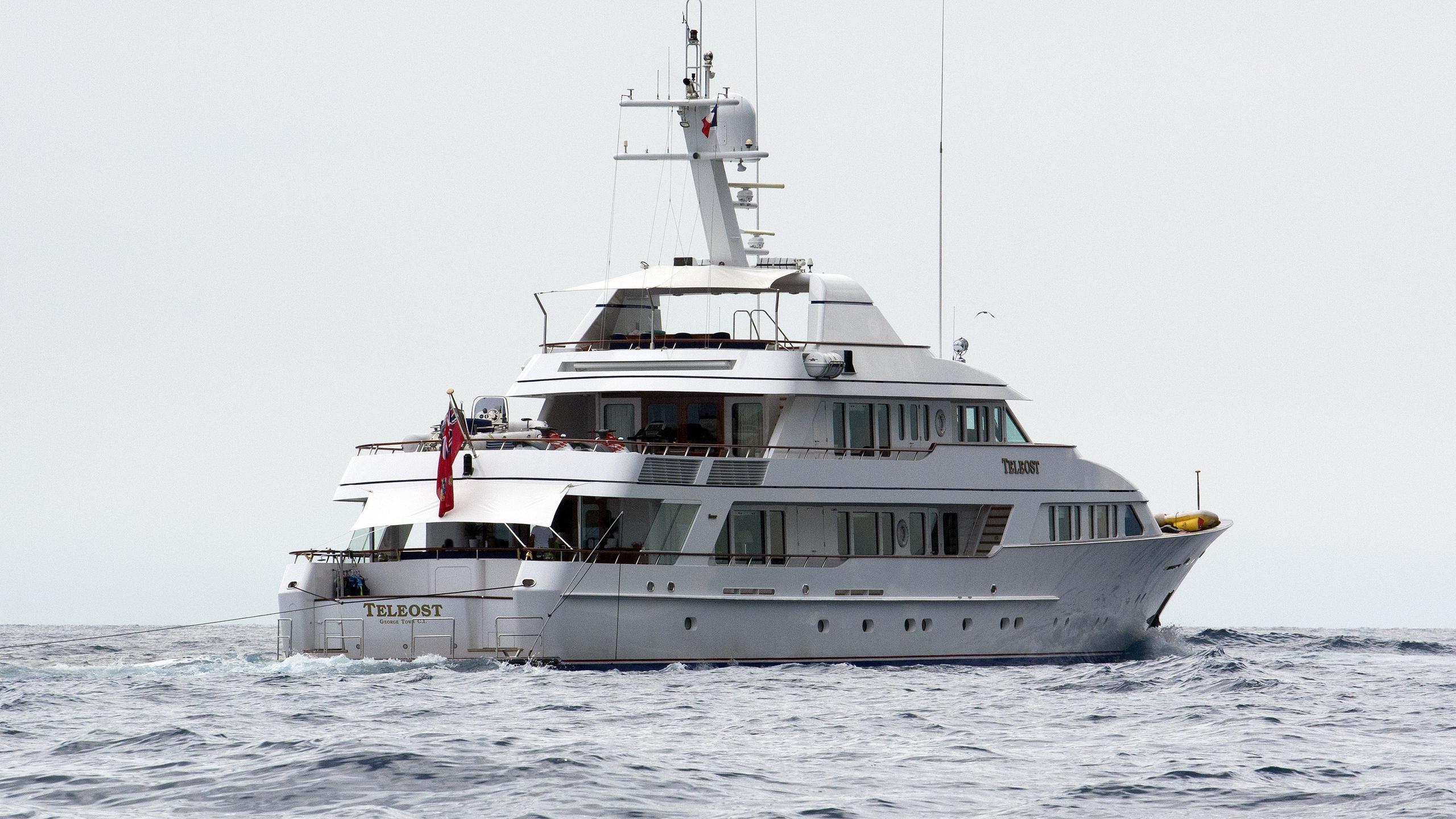 teleost-motor-yacht-feadship-1998-49m-stern
