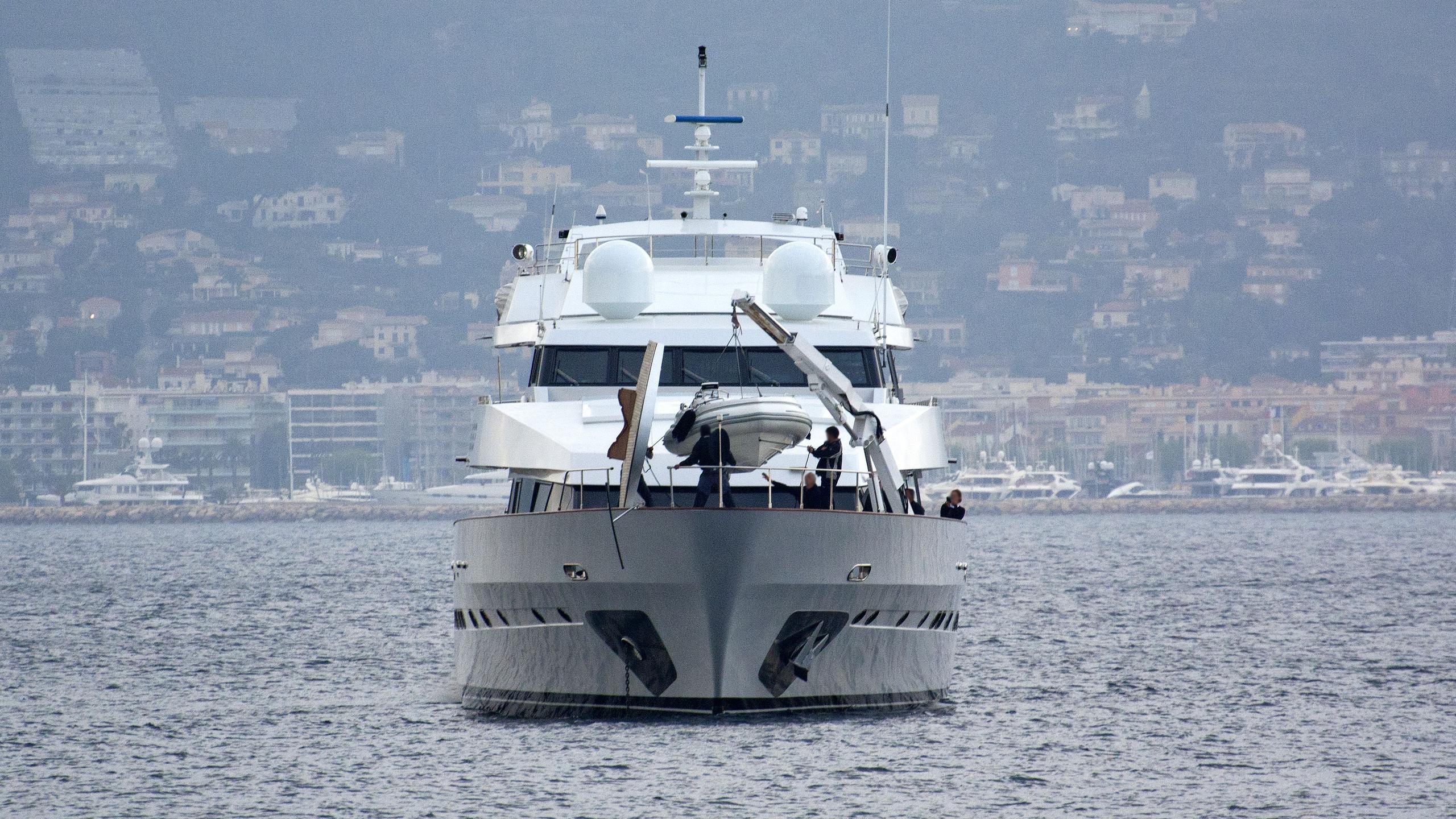miraggio-motor-yacht-siar-moschini-1988-41m-bow