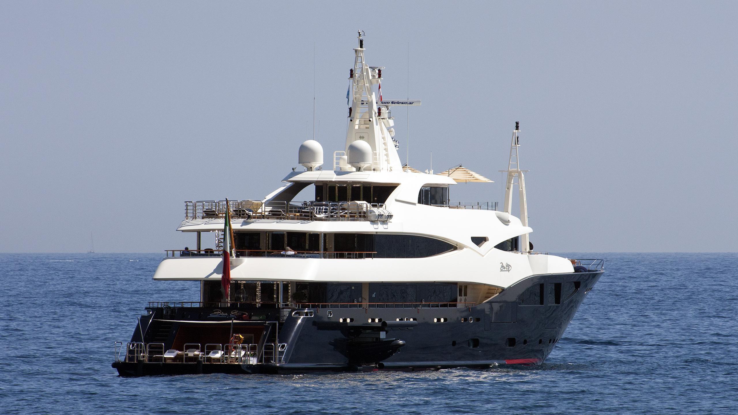 blue-eyes-motor-yacht-crn-2009-60m-stern