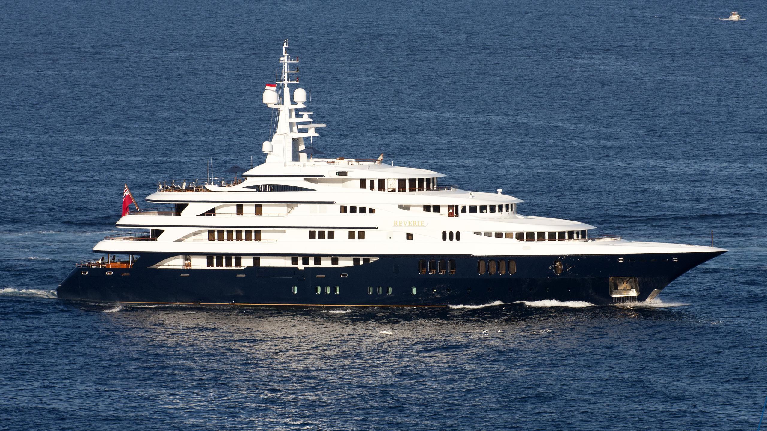 freedom-motor-yachtbenetti-2000-70m-cruising