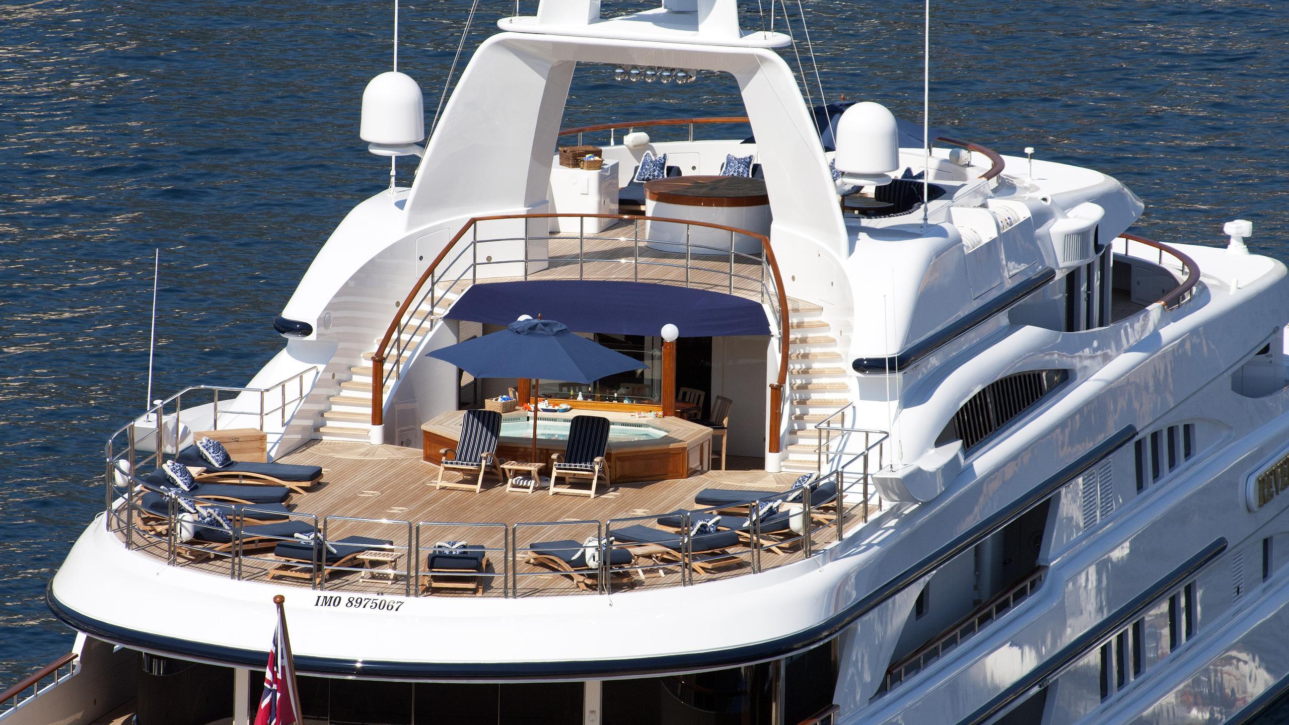 freedom-motor-yachtbenetti-2000-70m-sundeck-details