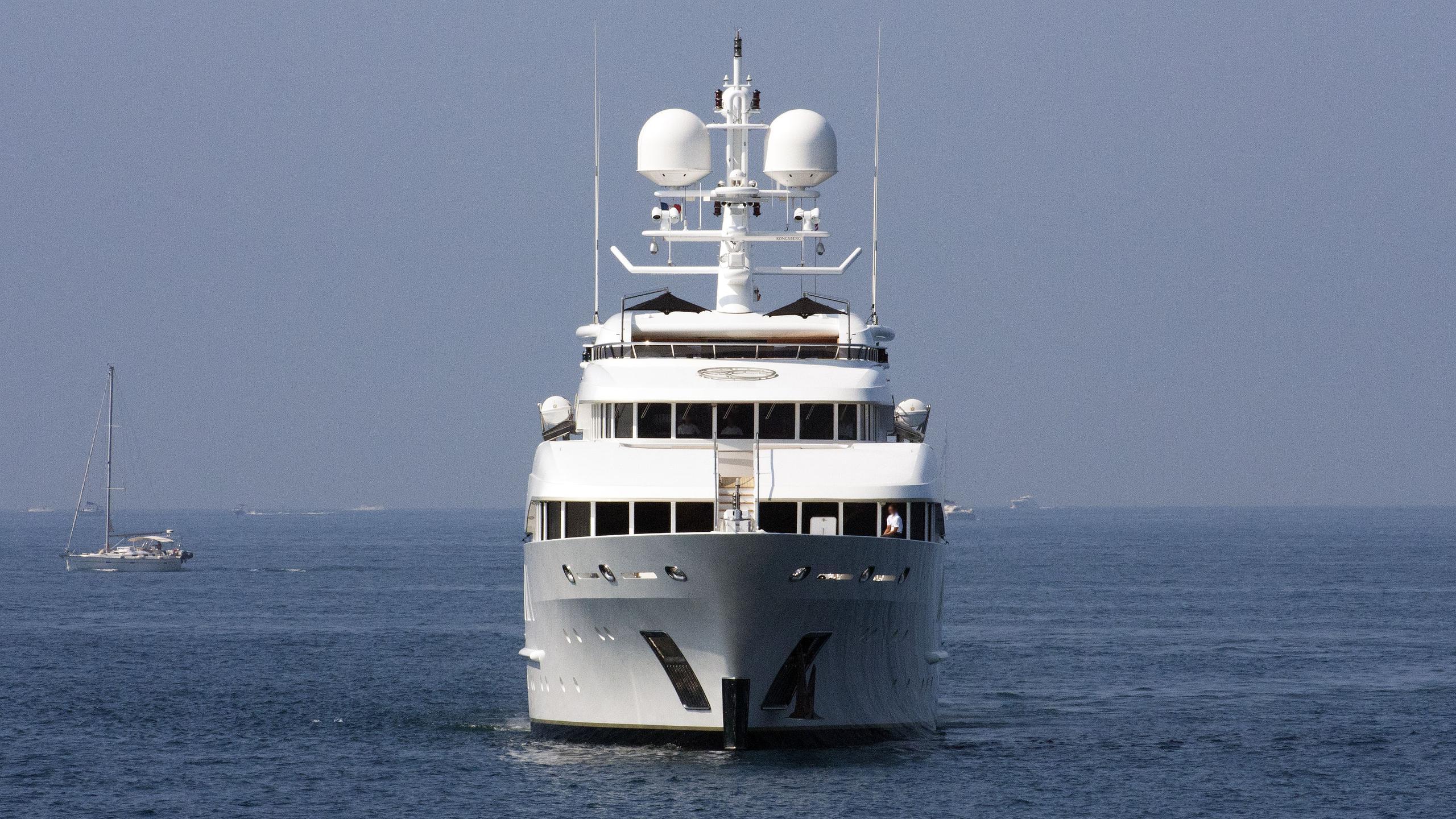 sealyon-motor-yacht-viareggio-2009-62m-bow