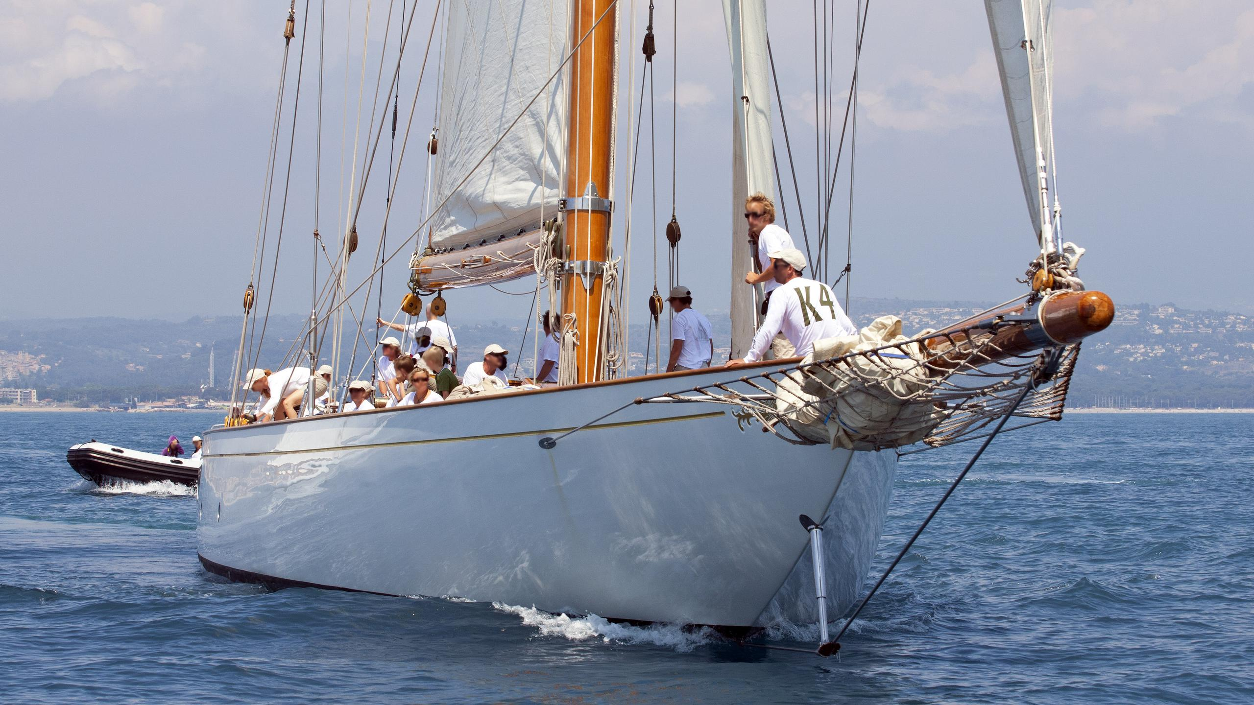 cambria-sailing-yacht-fife-1928-running-bow