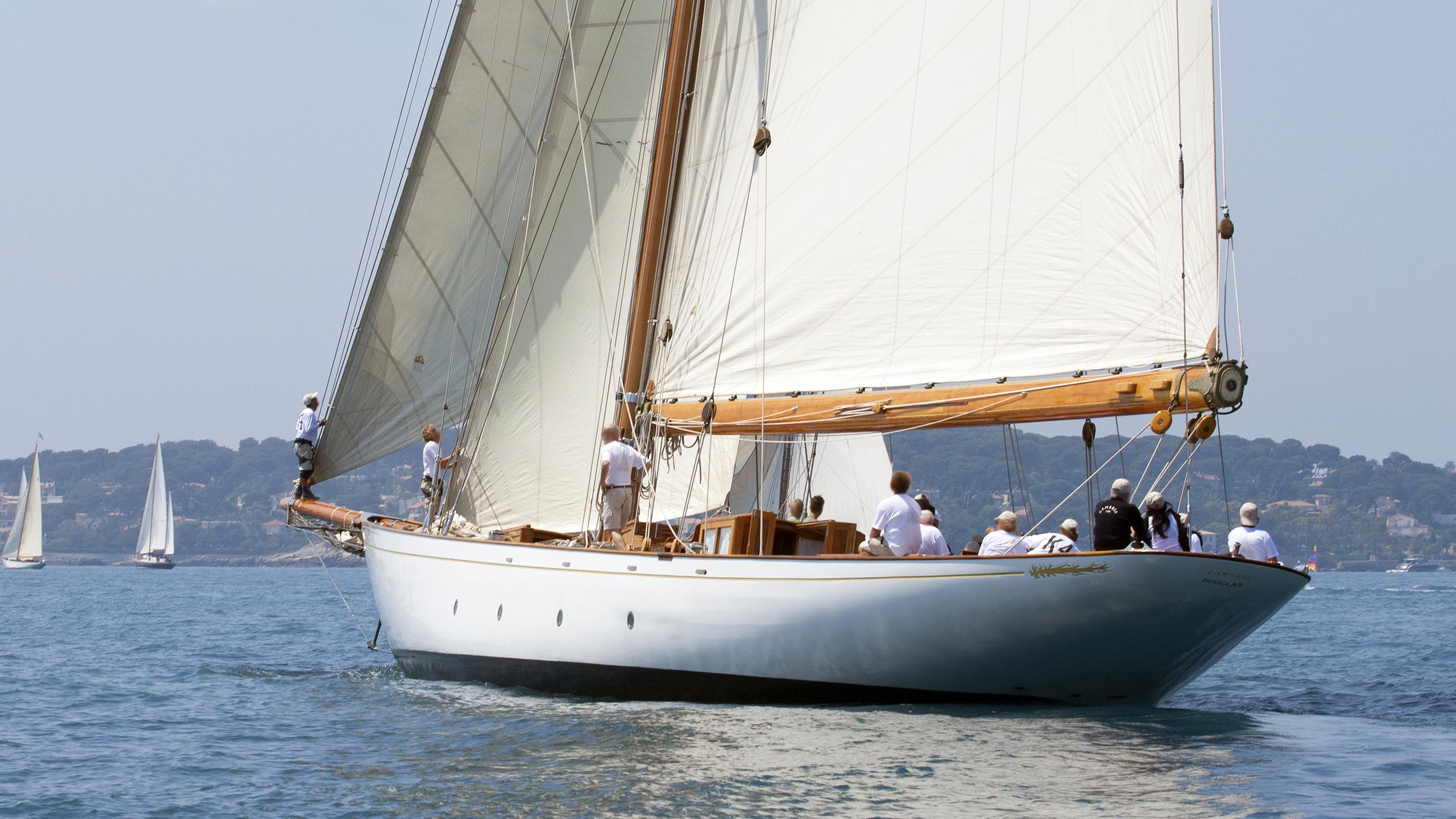 cambria-sailing-yacht-fife-1928-running-stern