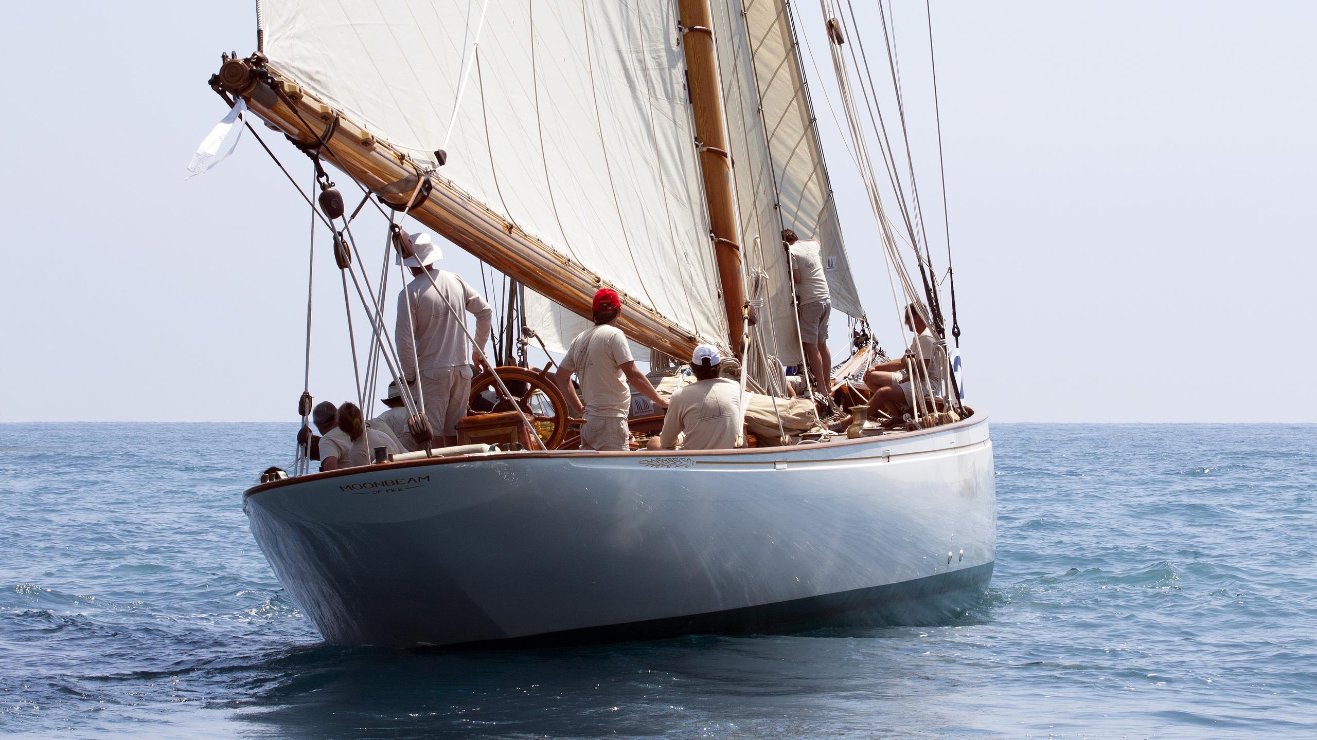 moonbeam-iii-sailing-yacht-fife-1903-32m-running-stern