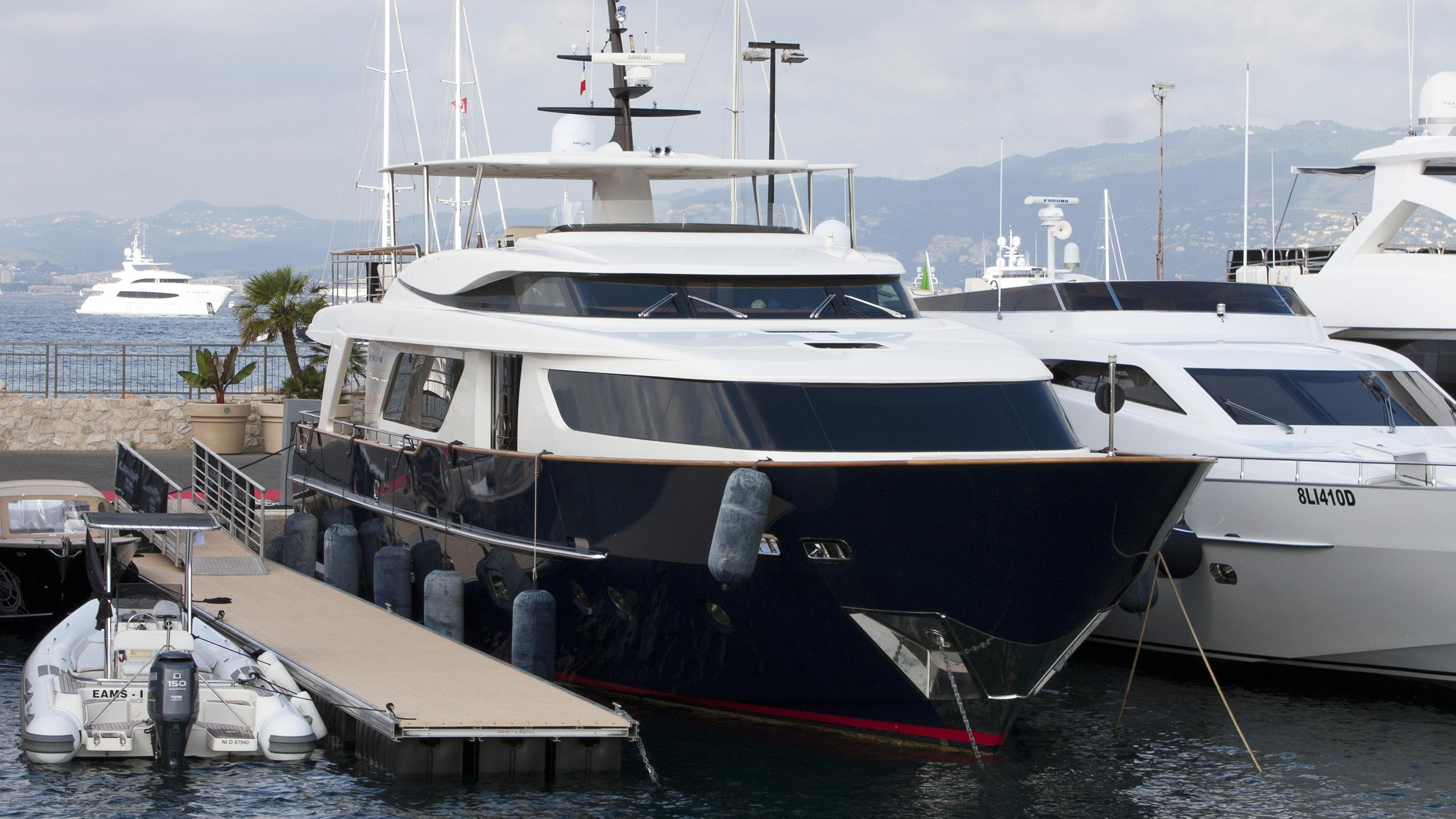 aquila-motor-yacht-san-lorenzo-2008-28m-bow