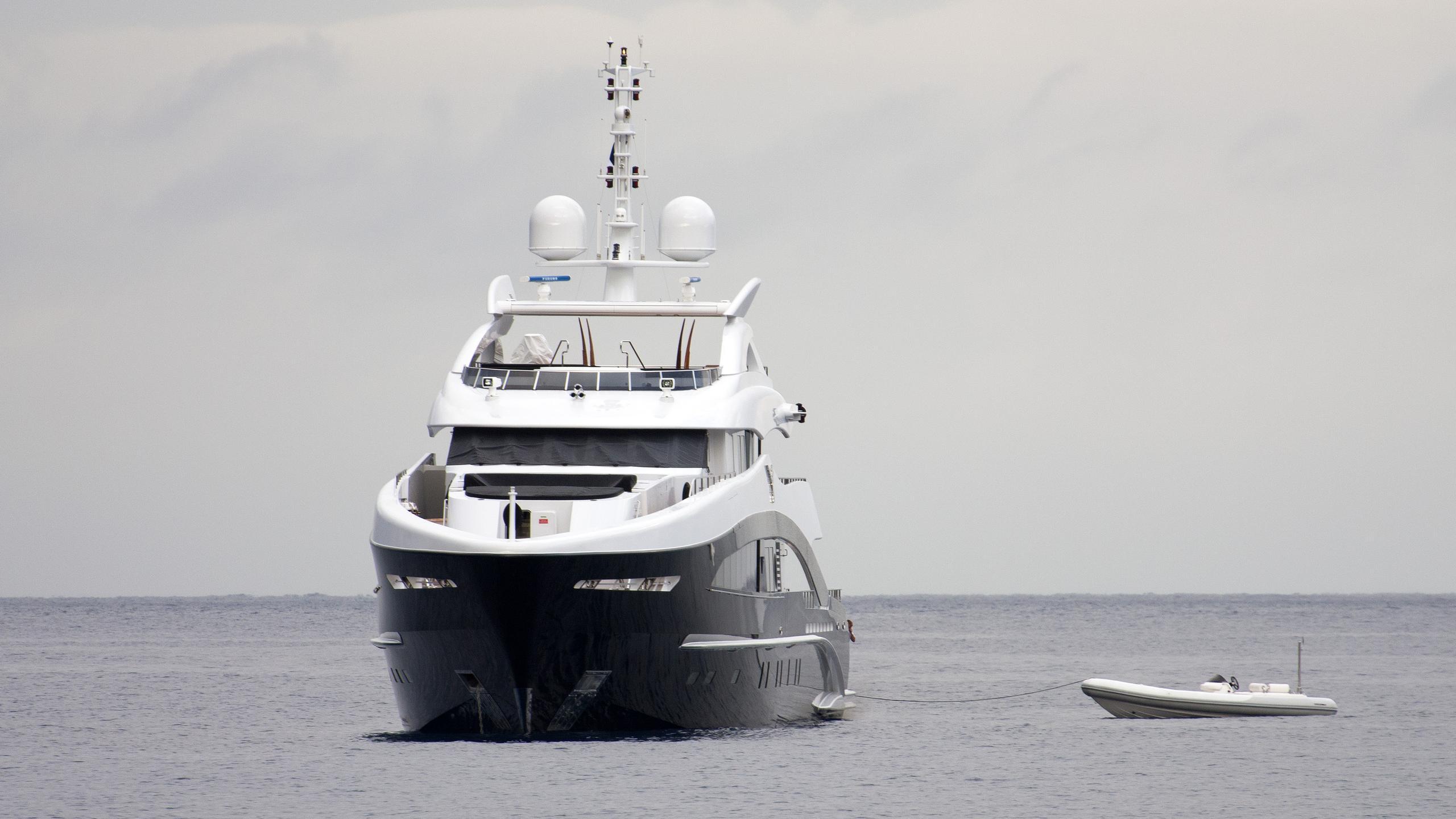 rocket-motor-yacht-heesen-2011-50m-bow