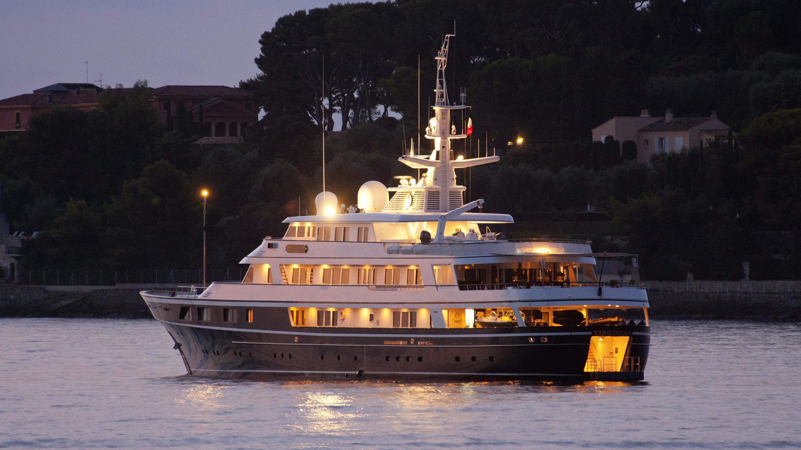 virginian-motor-yacht-feadship-1991-62m-stern-by-night