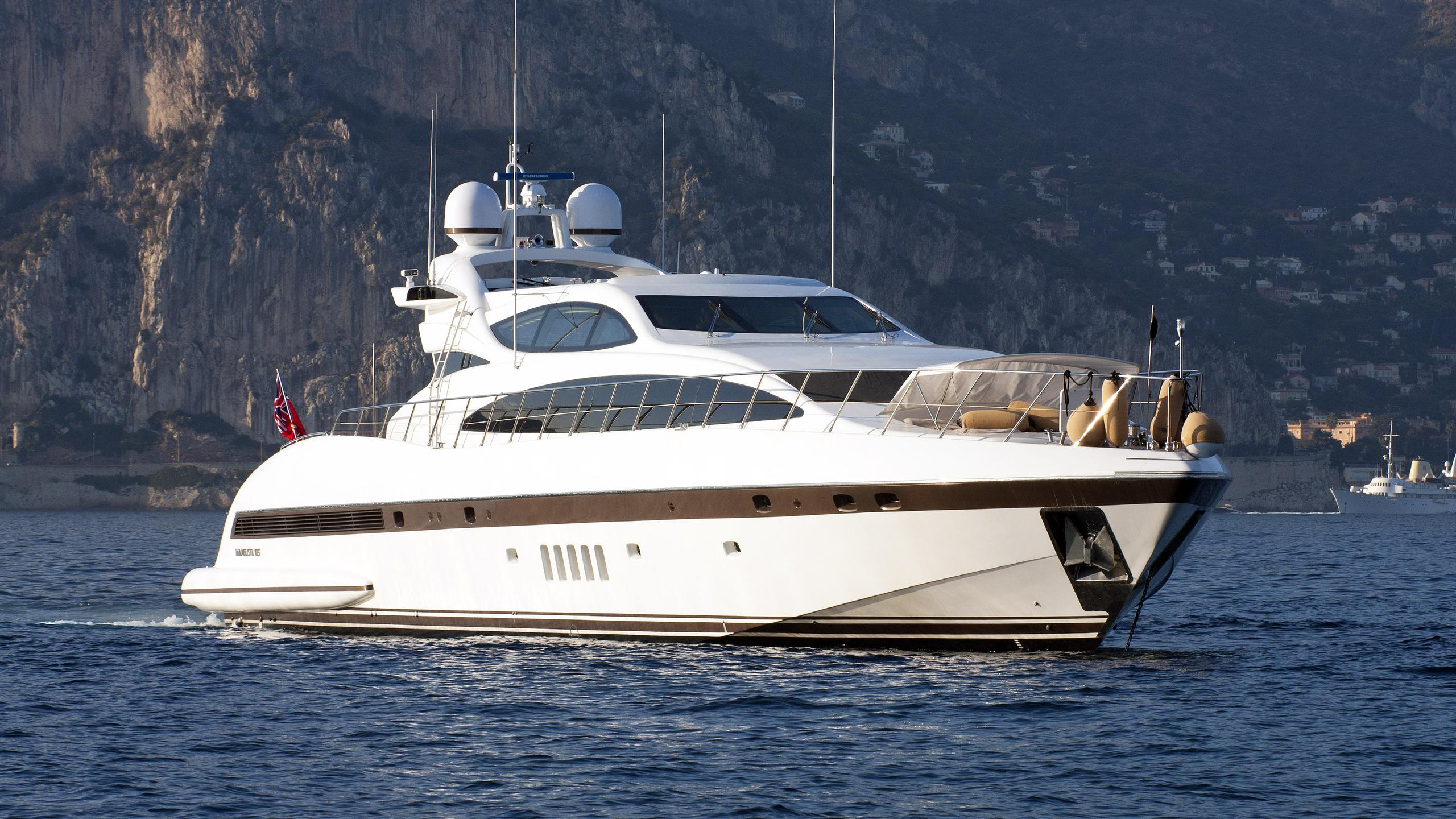 samira-motor-yacht-overmarine-mangusta-105-sport-2006-31m-bow