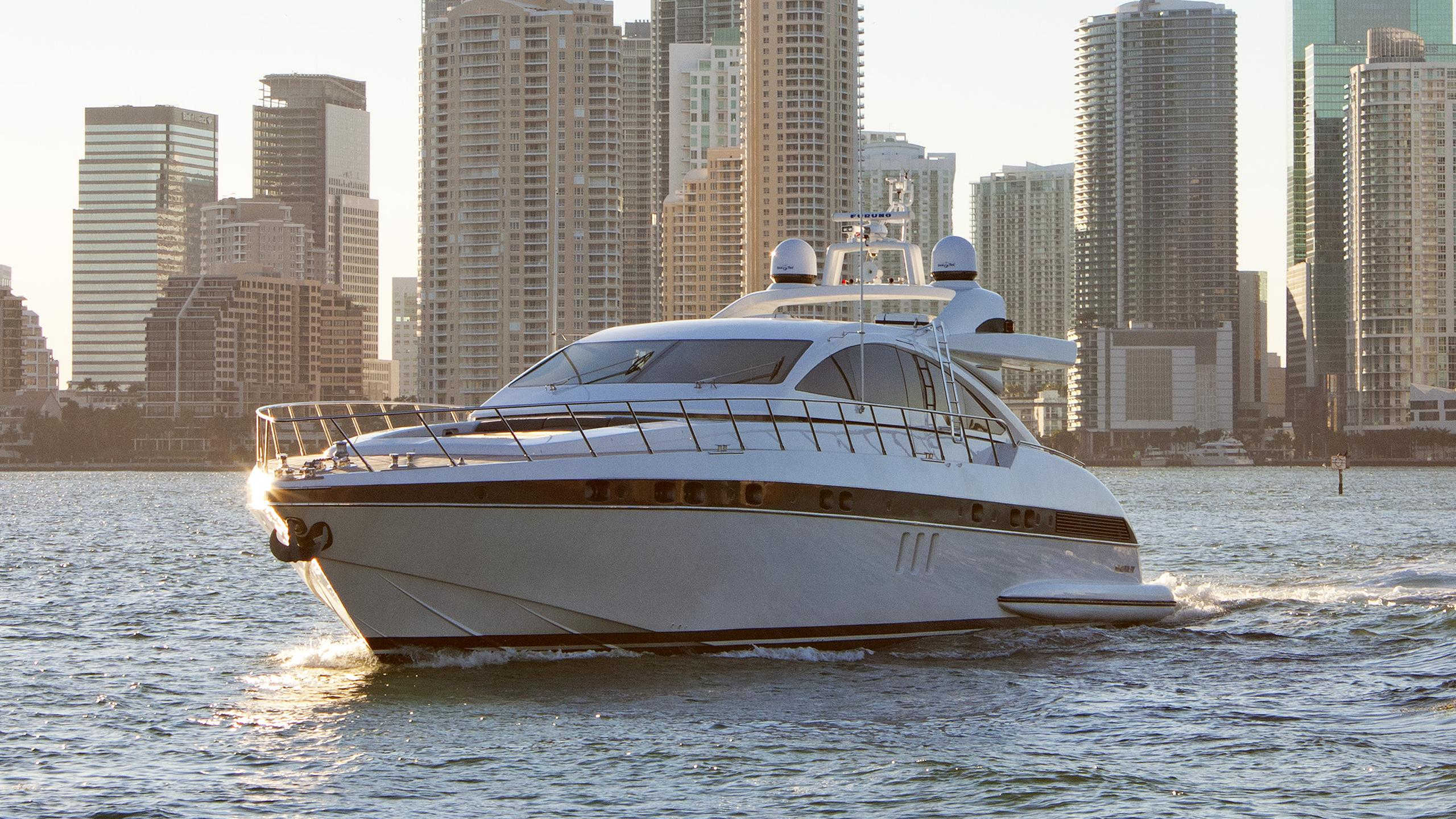 diamond-a-motor-yacht-overmarine-mangusta-80-open-ht-cruising-half-profile