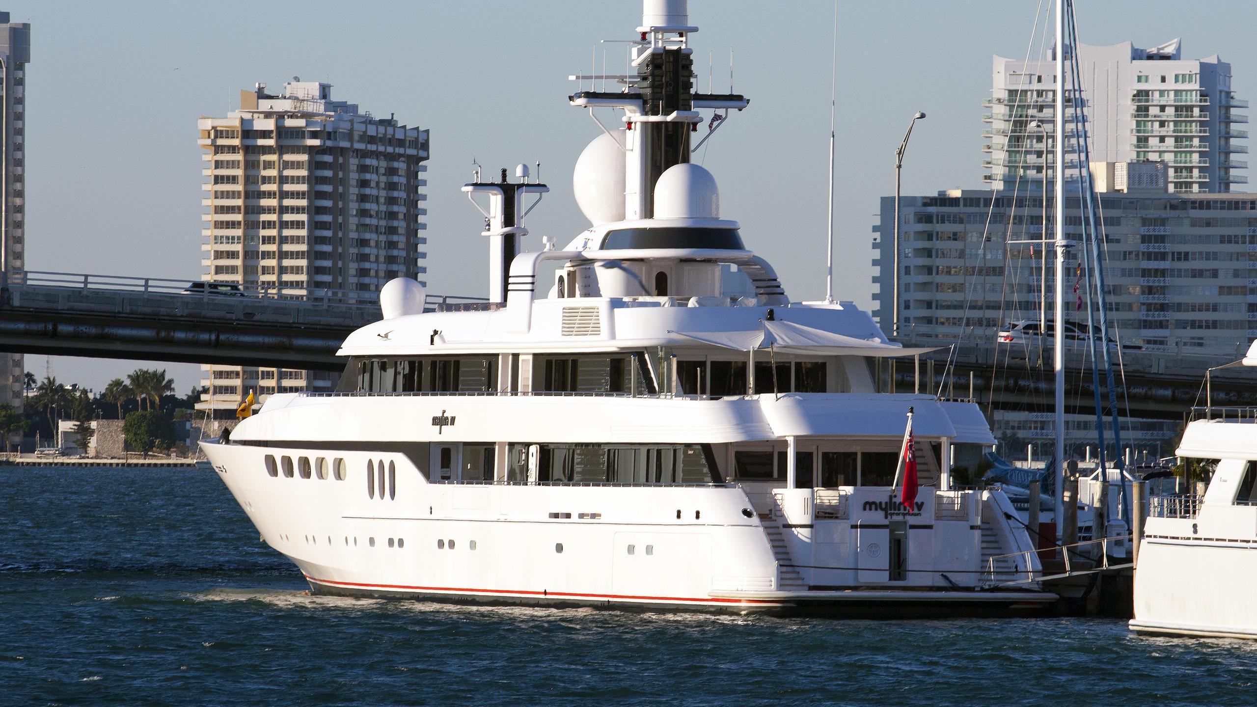 mylin-iv-motor-yacht-feadship-1992-61m-stern