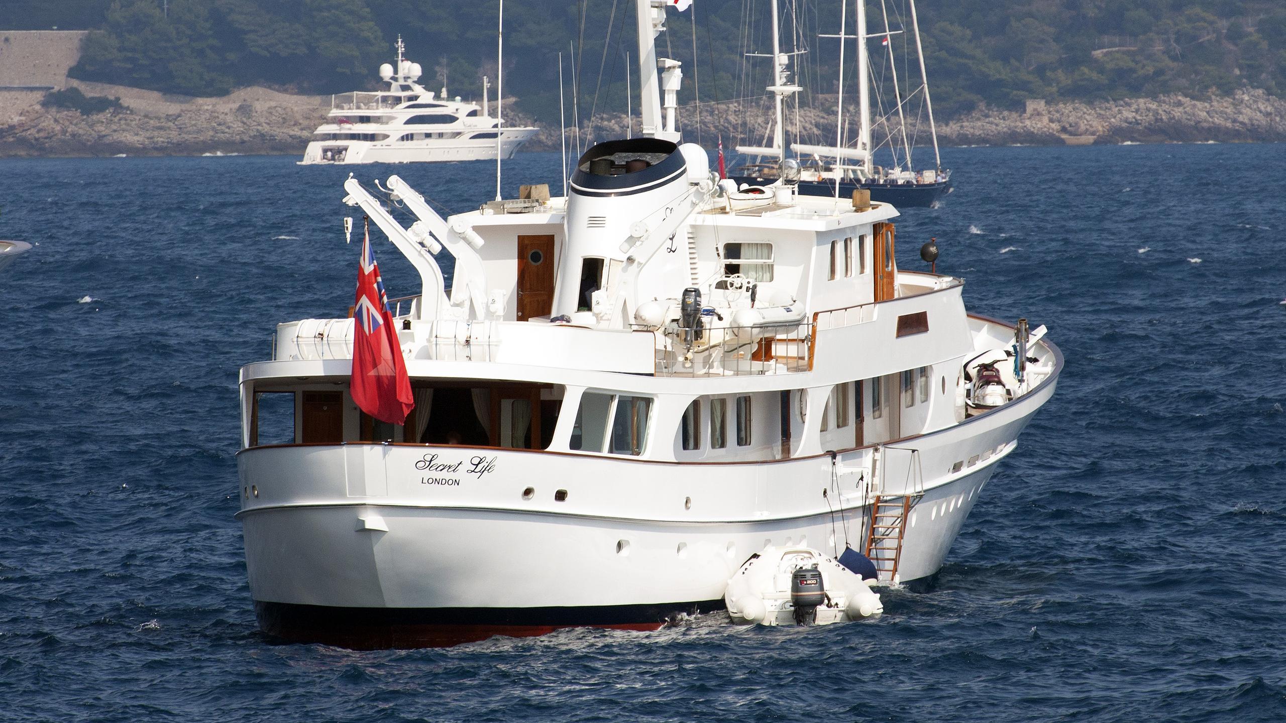 secret-life-motor-yacht-feadship-1973-45m-stern