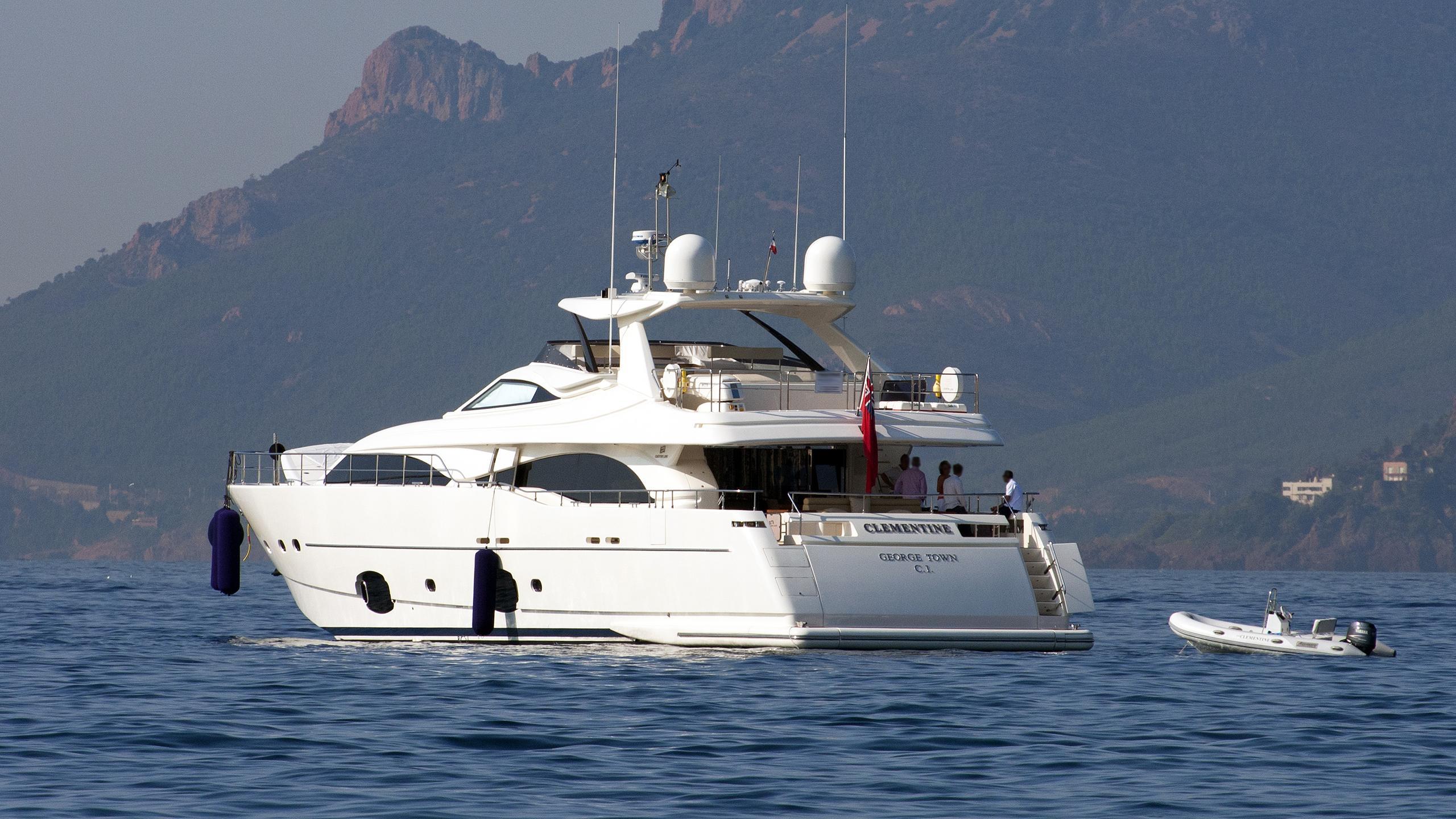 clementine-motor-yacht-ferretti-custom-line-97-2007-30m-stern