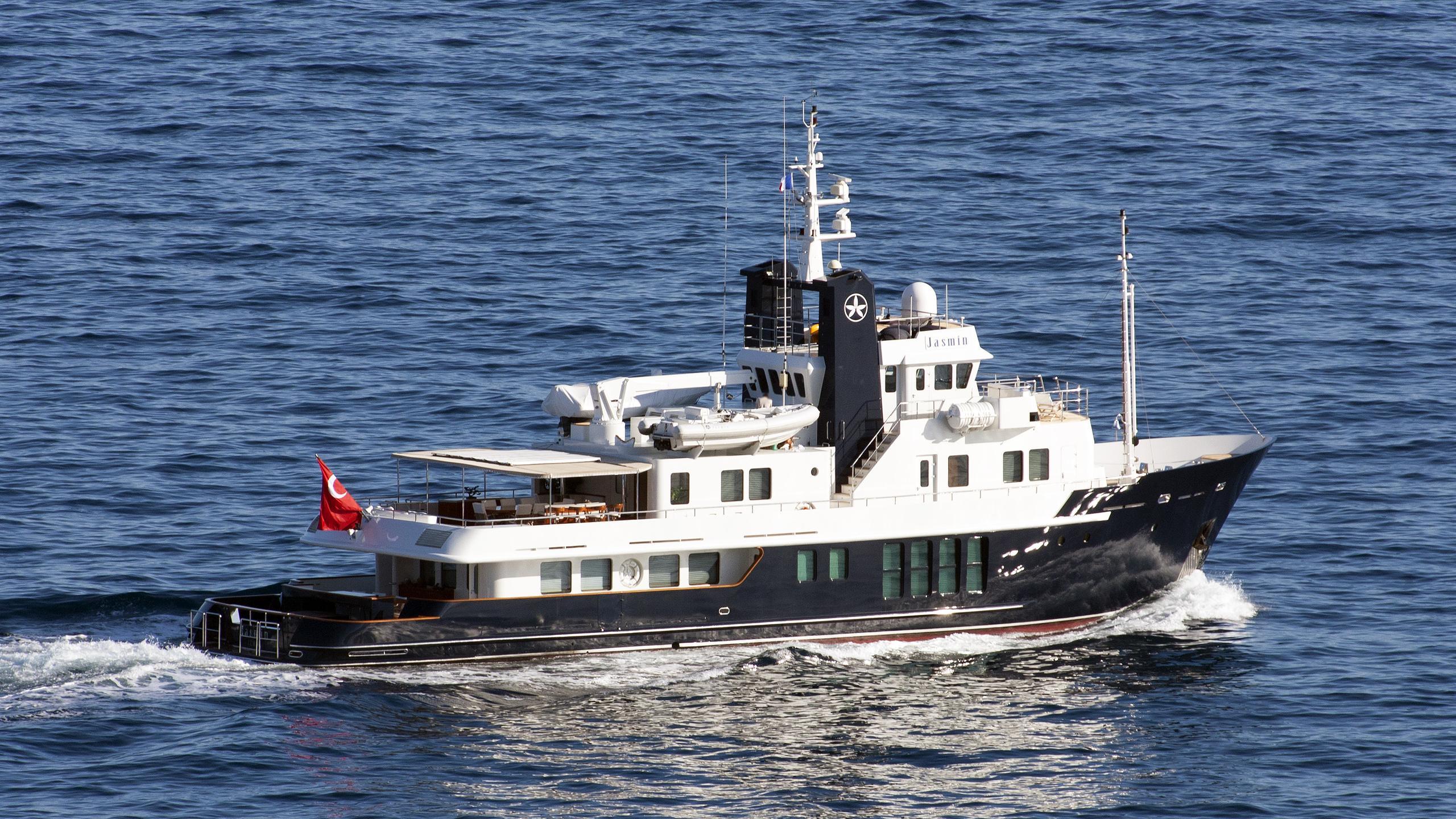 jasmin-explorer-yacht-rmk-marine-2003-37m-cruising-half-profile
