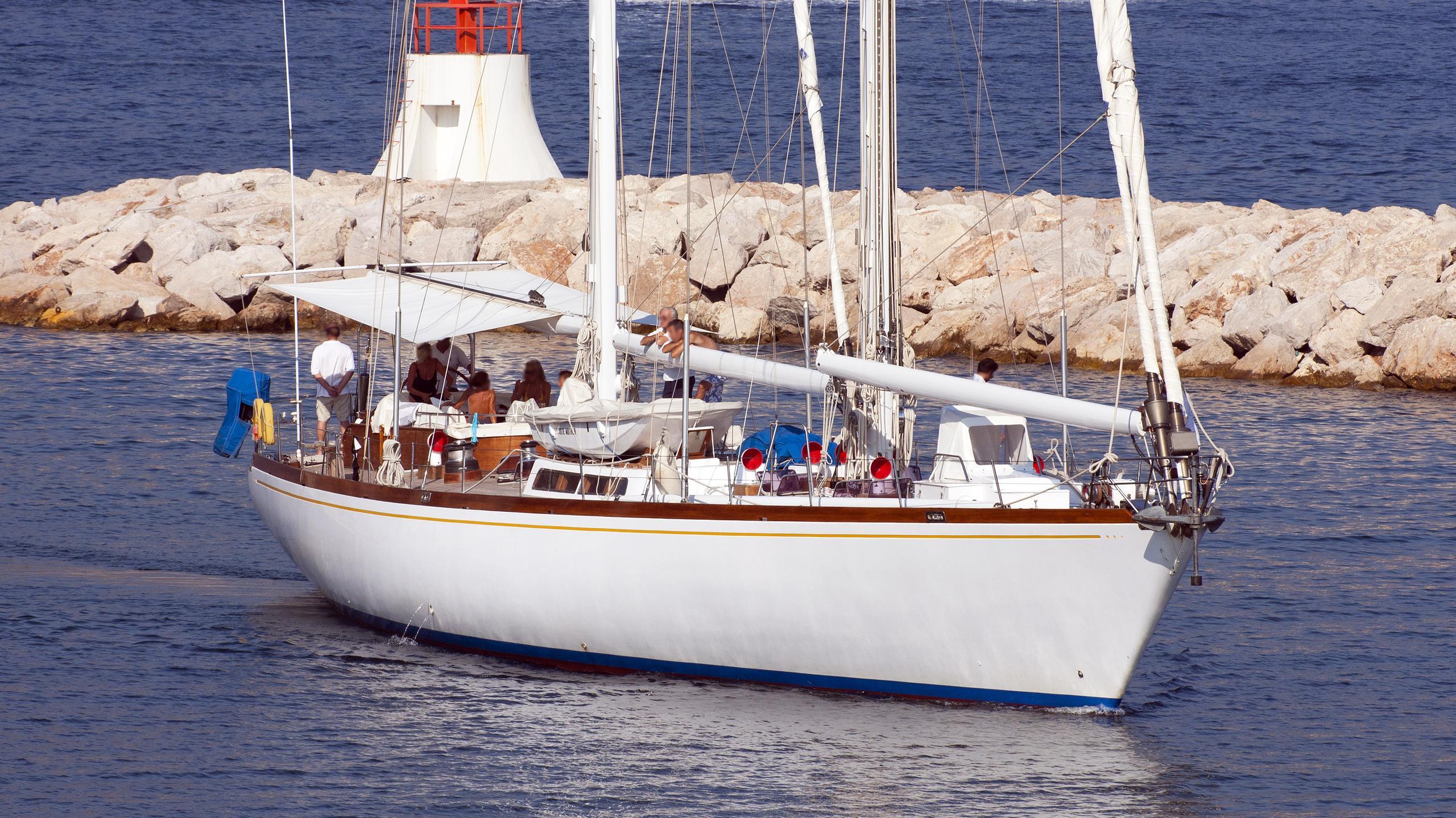julie-mother-sailing-yacht-sangermani-1978-30m-bow