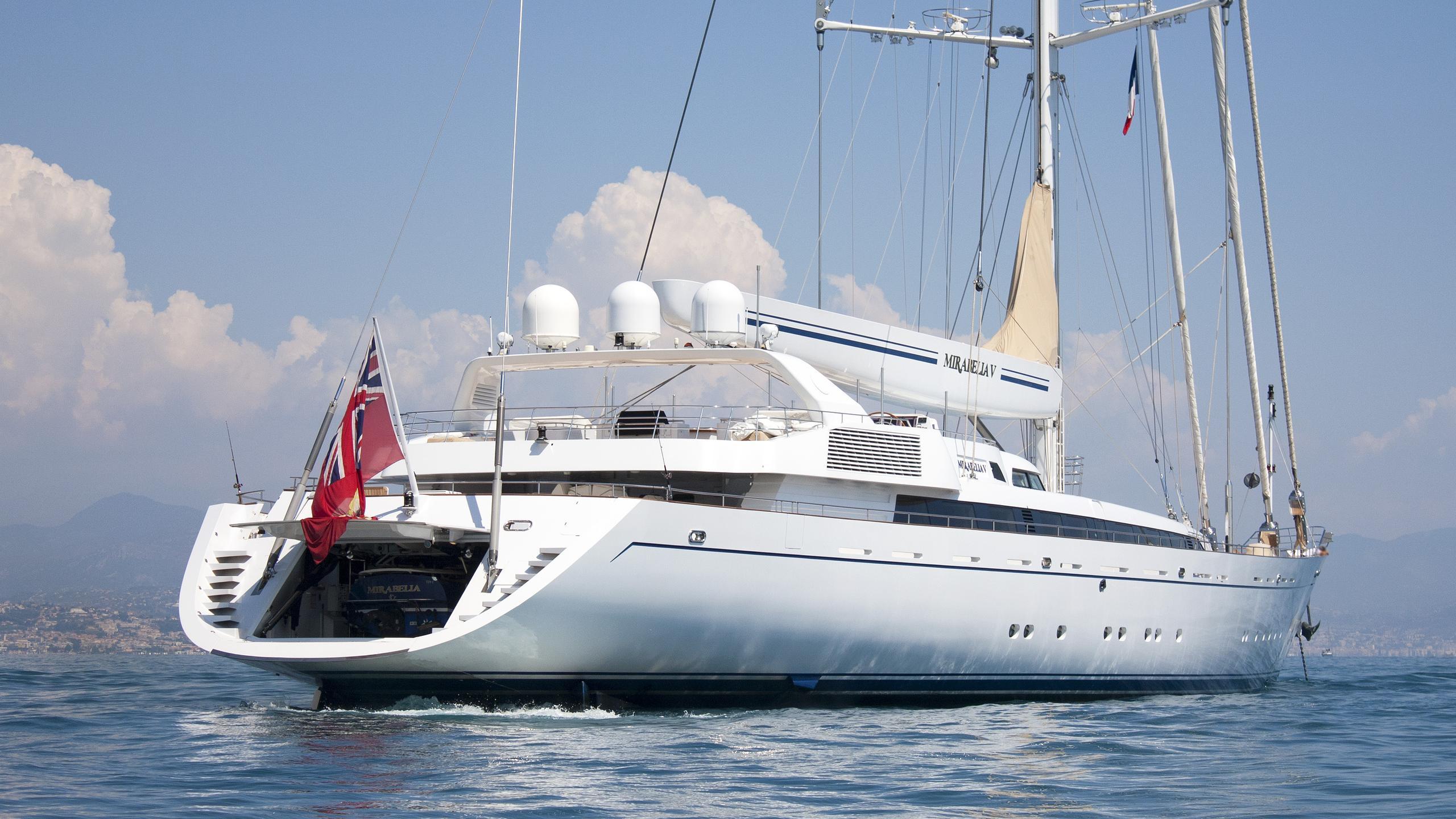 m5-sailing-yacht-vosper-thornycroft-2004-79m-stern-before-refit