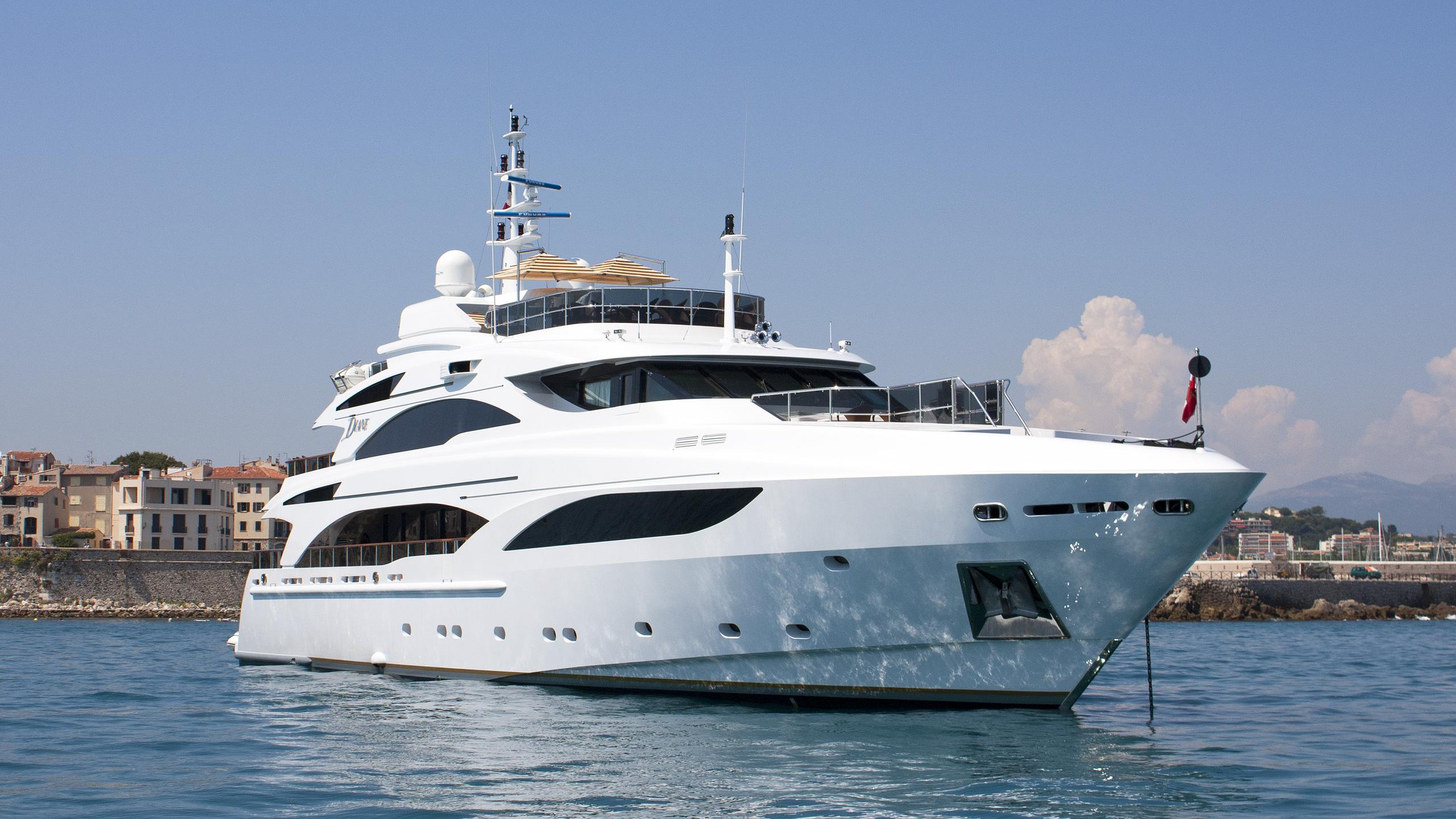 diane-motor-yacht-benetti-2007-43m-bow