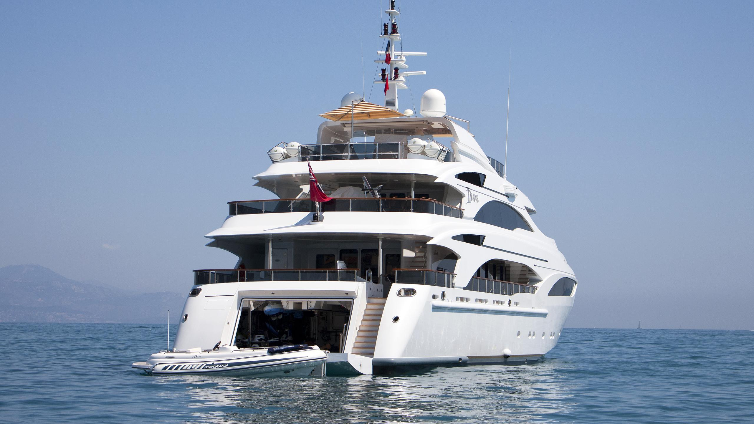 diane-motor-yacht-benetti-2007-43m-stern