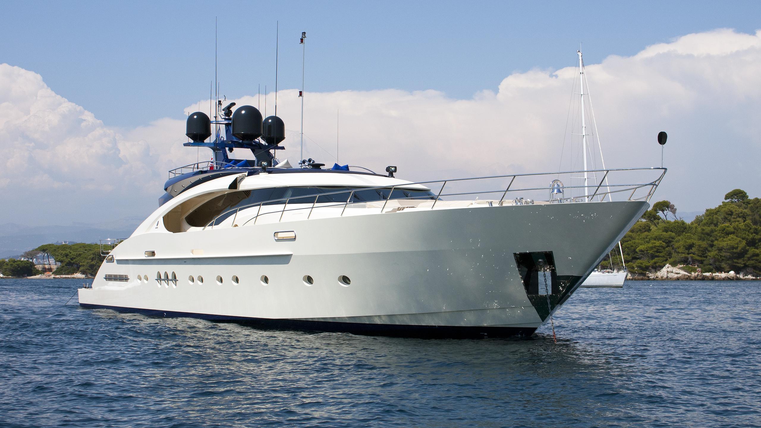 plus-too-motor-yacht-palmer-johnson-135-my-2008-41m-half-profile