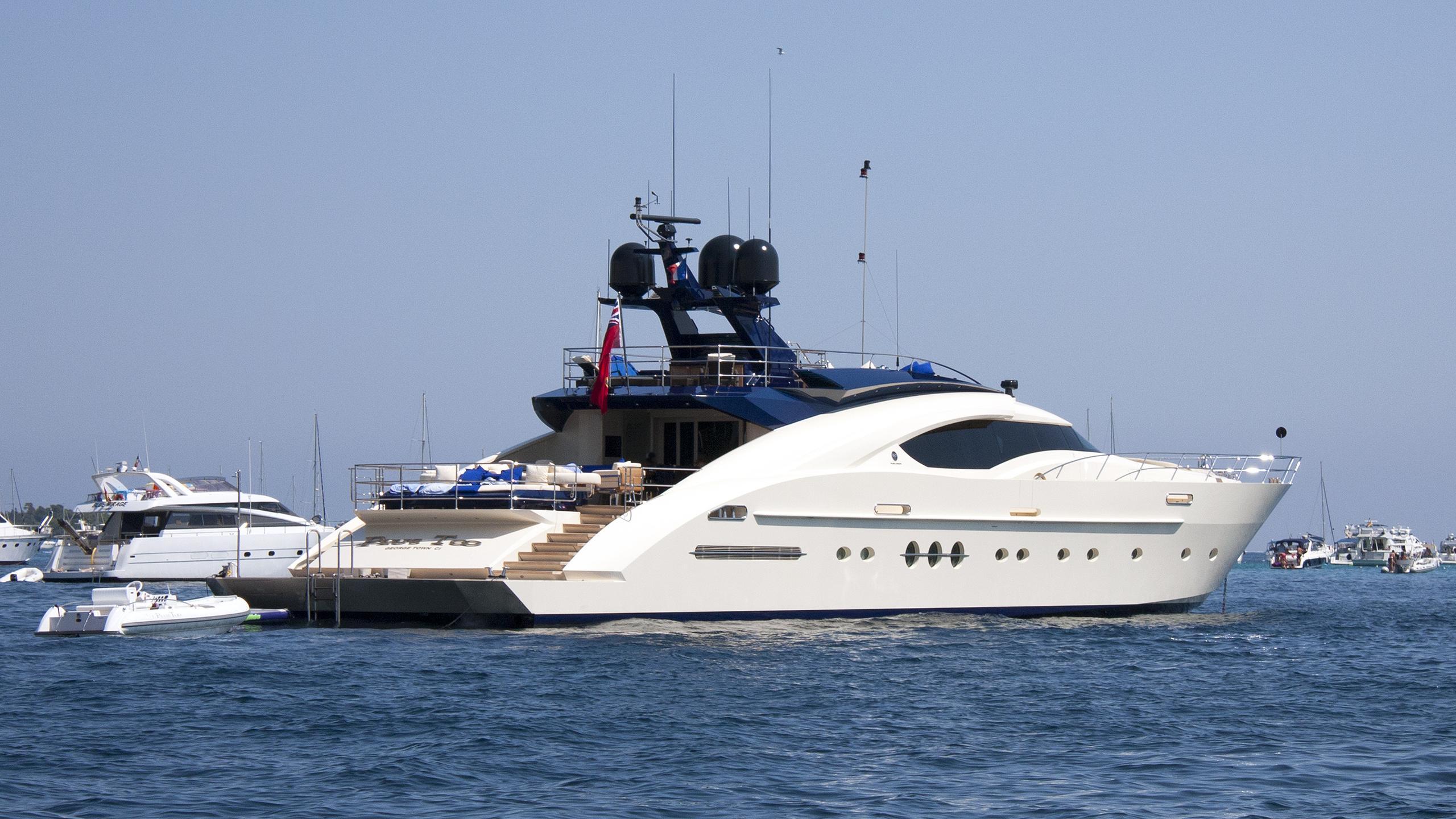 plus-too-motor-yacht-palmer-johnson-135-my-2008-41m-stern