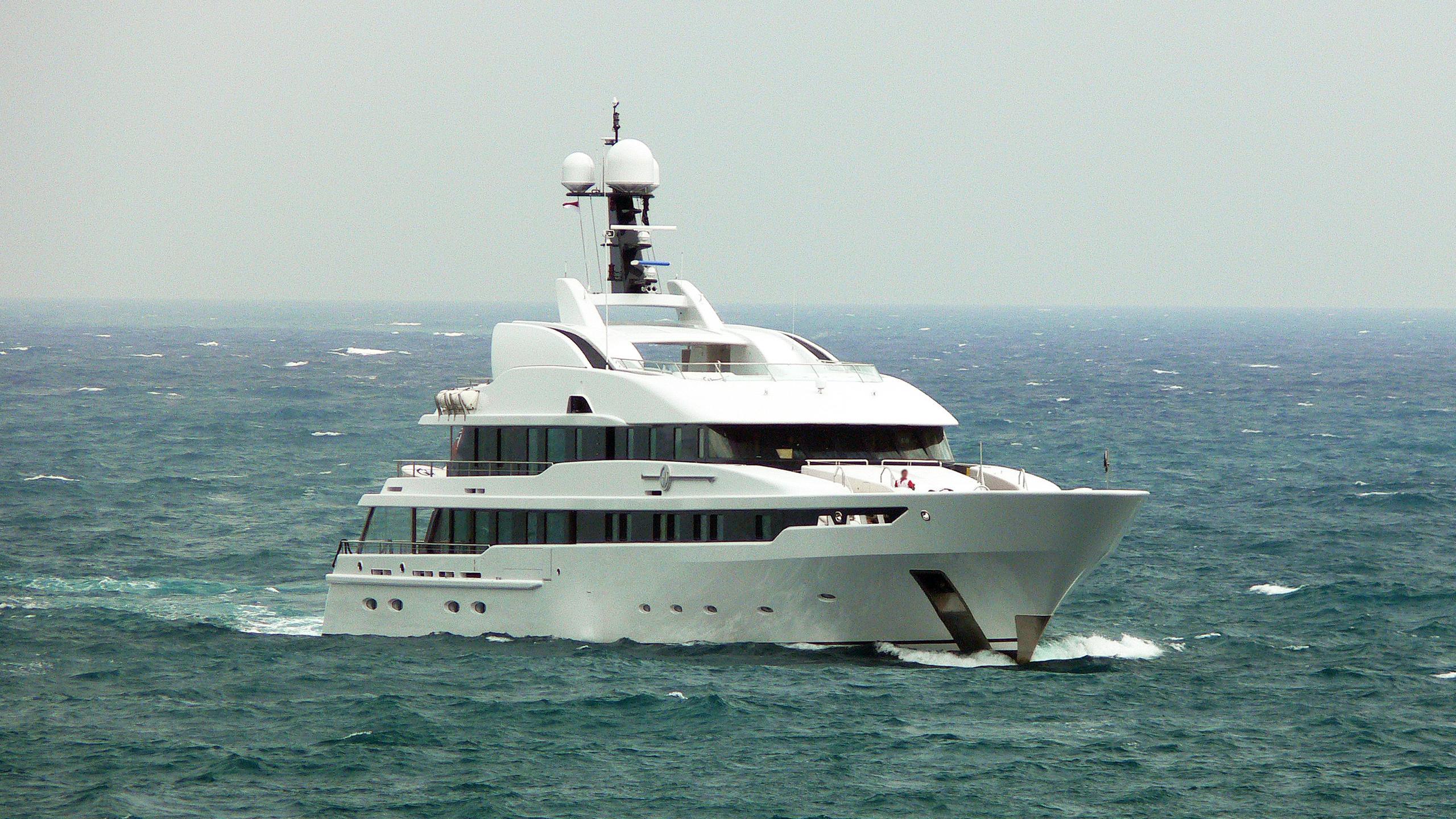 astrid-conroy-motor-yacht-amels-2006-58m-bow-cruising