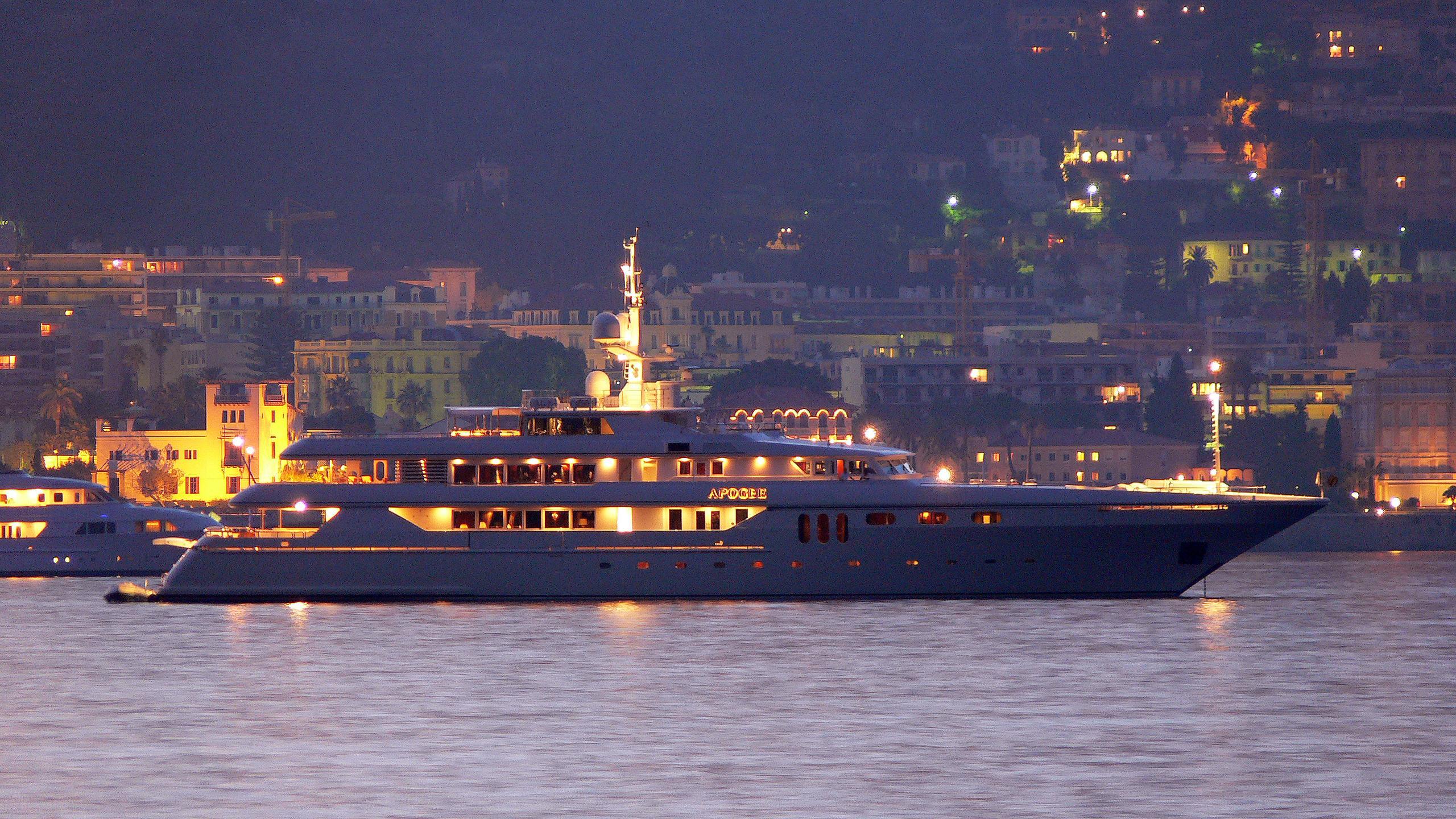 apogee-motor-yacht-codecasa-2003-62m-profile-by-night