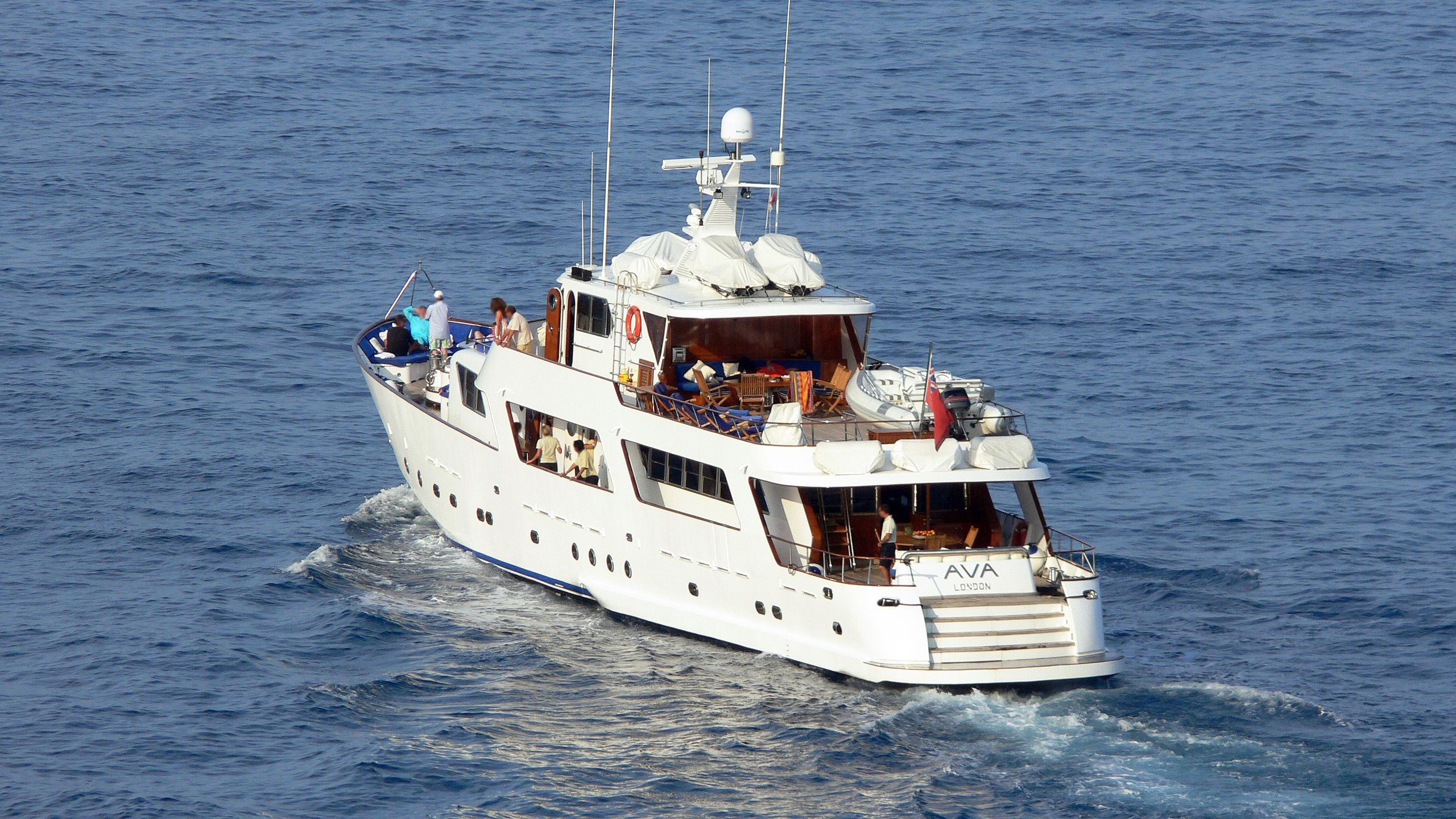 ava-motor-yacht-crn-1976-40m-stern-cruising