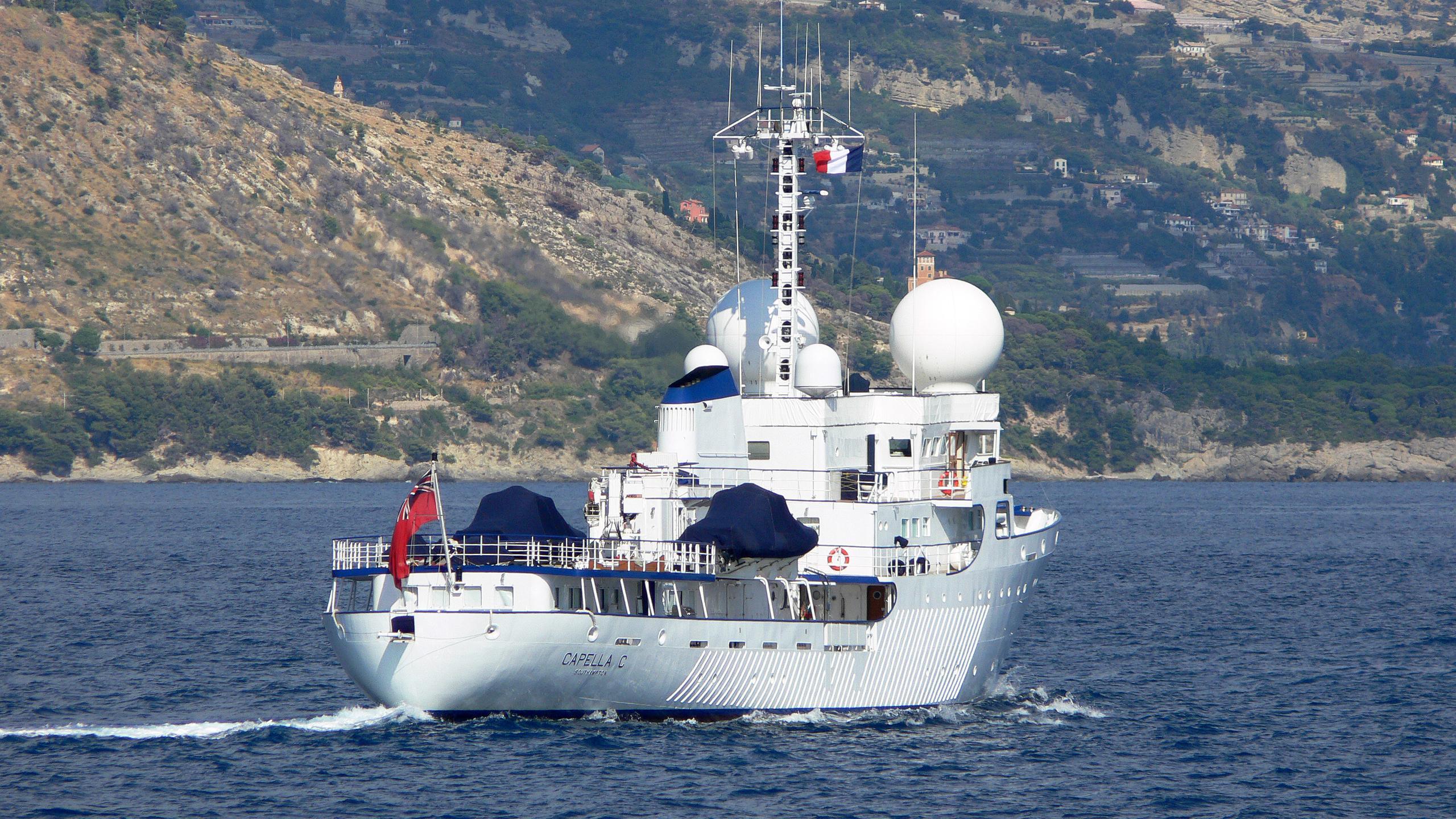 capella-c-explorer-yacht-scheepsbouwwerf-gebroeders-pot-1969-59m-stern-cruising