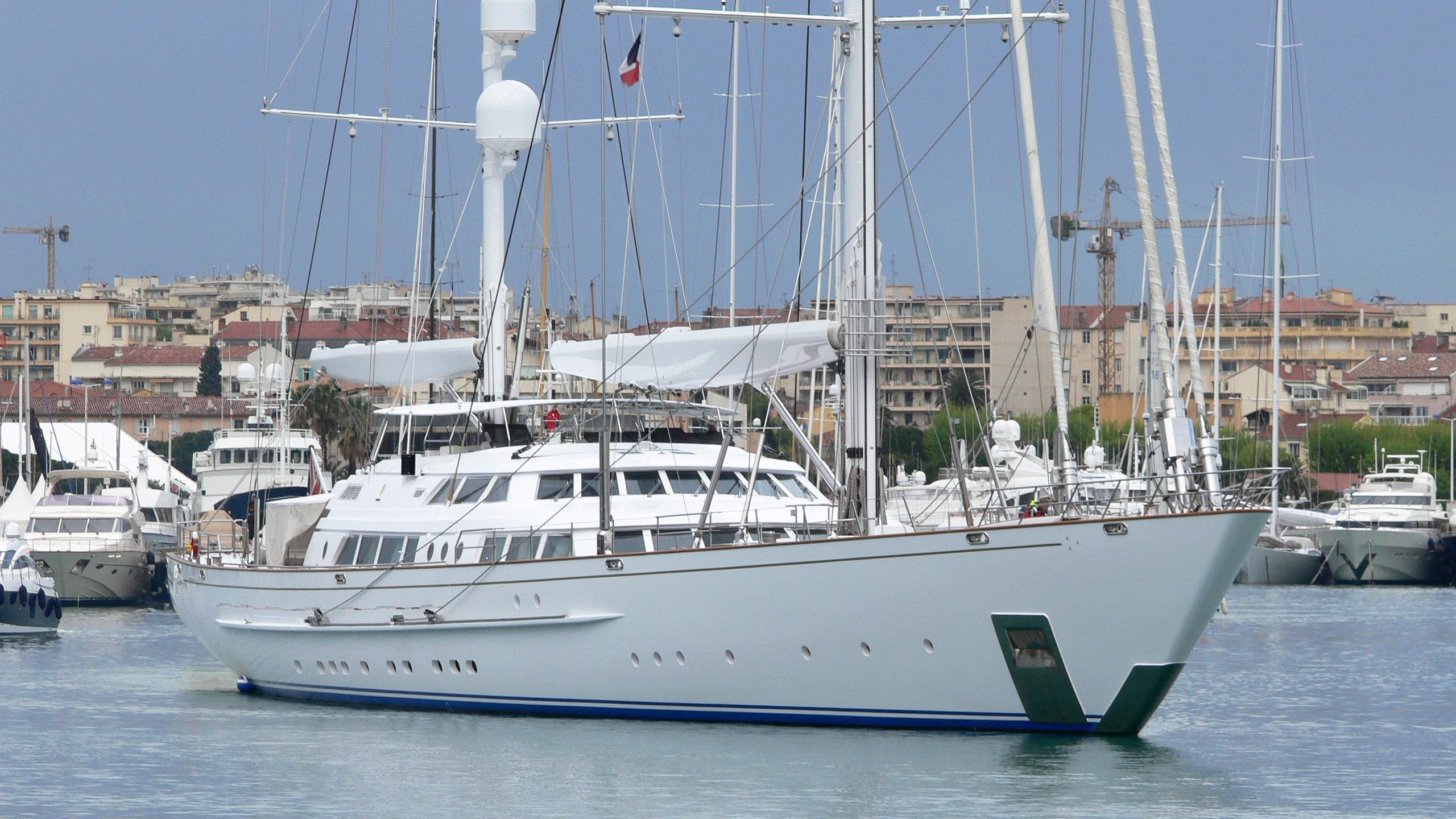 spirit-of-the-cs-sailing-yacht-perini-navi-2003-64m-moored-bow