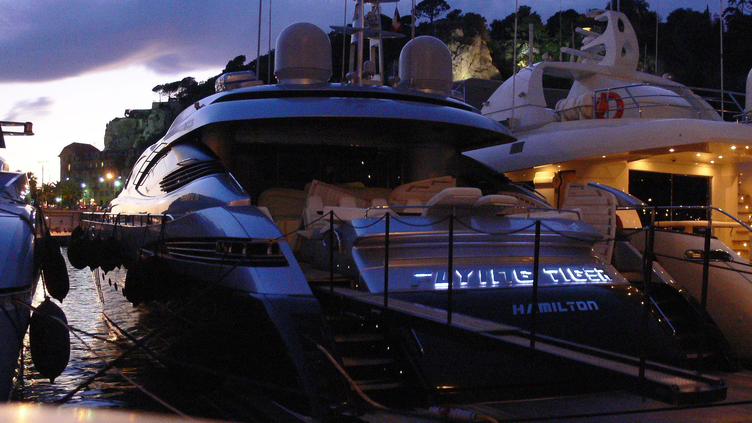 ginger-motor-yacht-pershing-115-2006-35m-stern