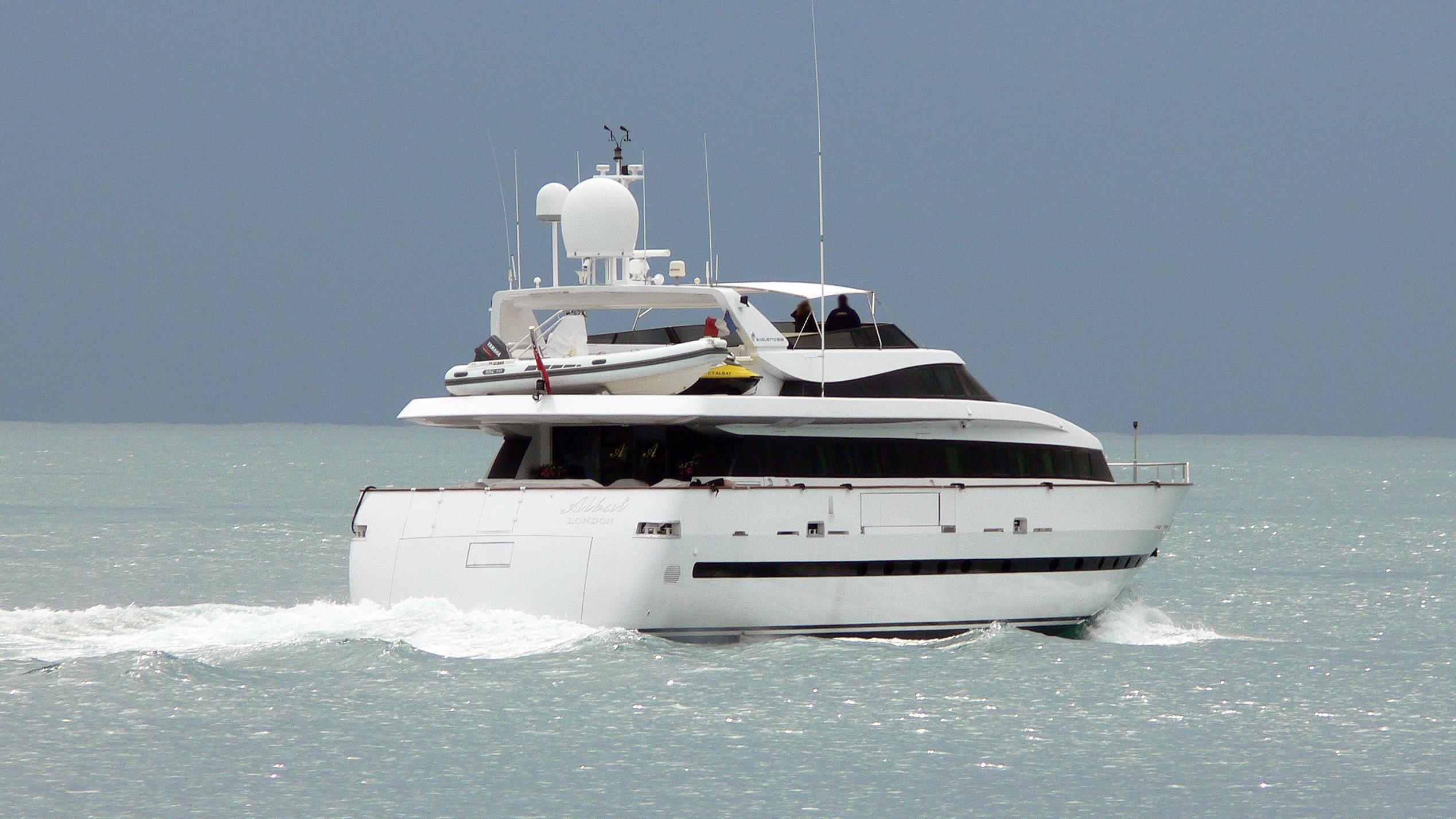 kenayl-ii-motor-yacht-baglietto-30s-1993-30m-cruising-stern