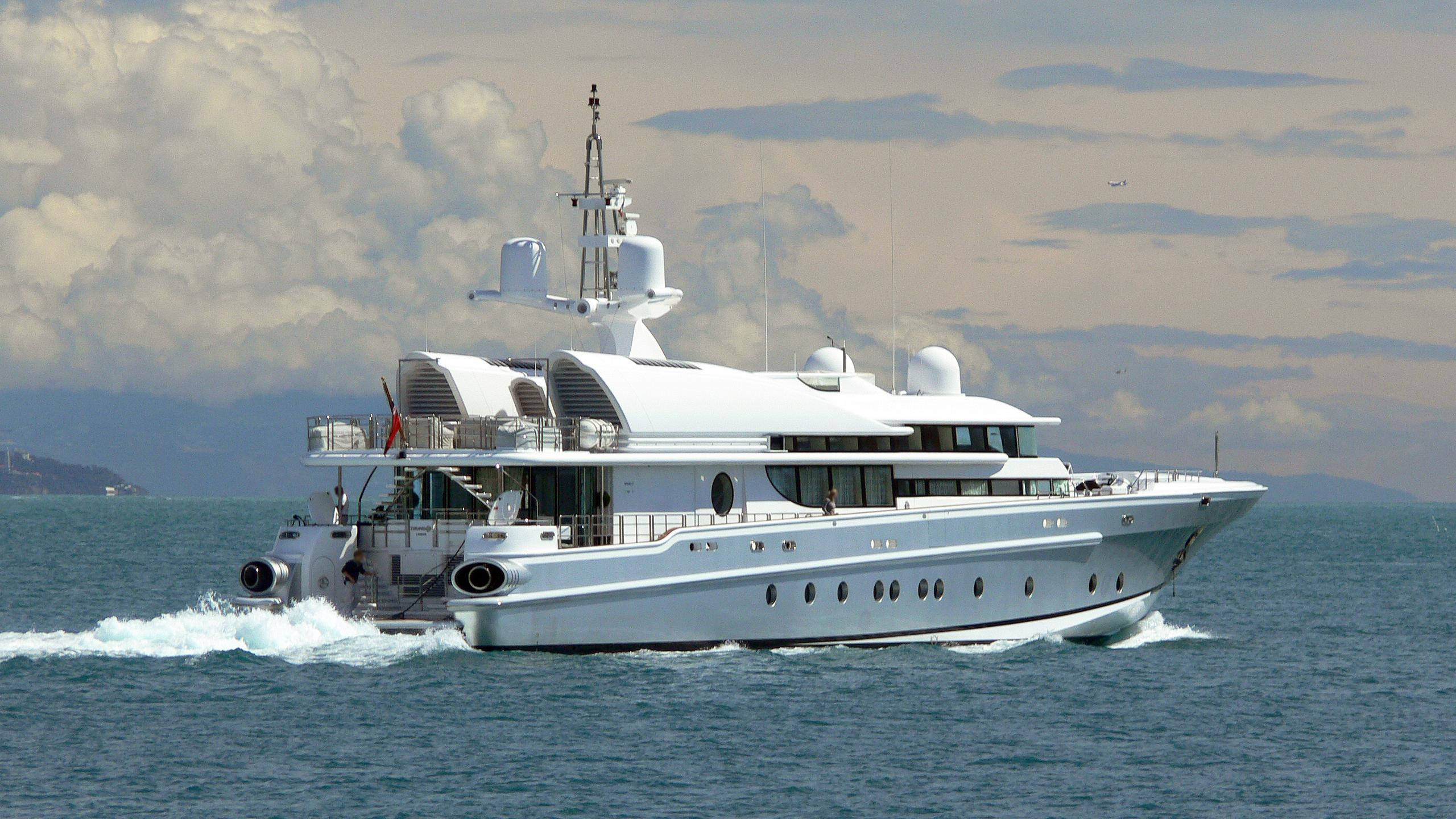lady-k-motor-yacht-oceanfast-1998-50m-running-half-profile