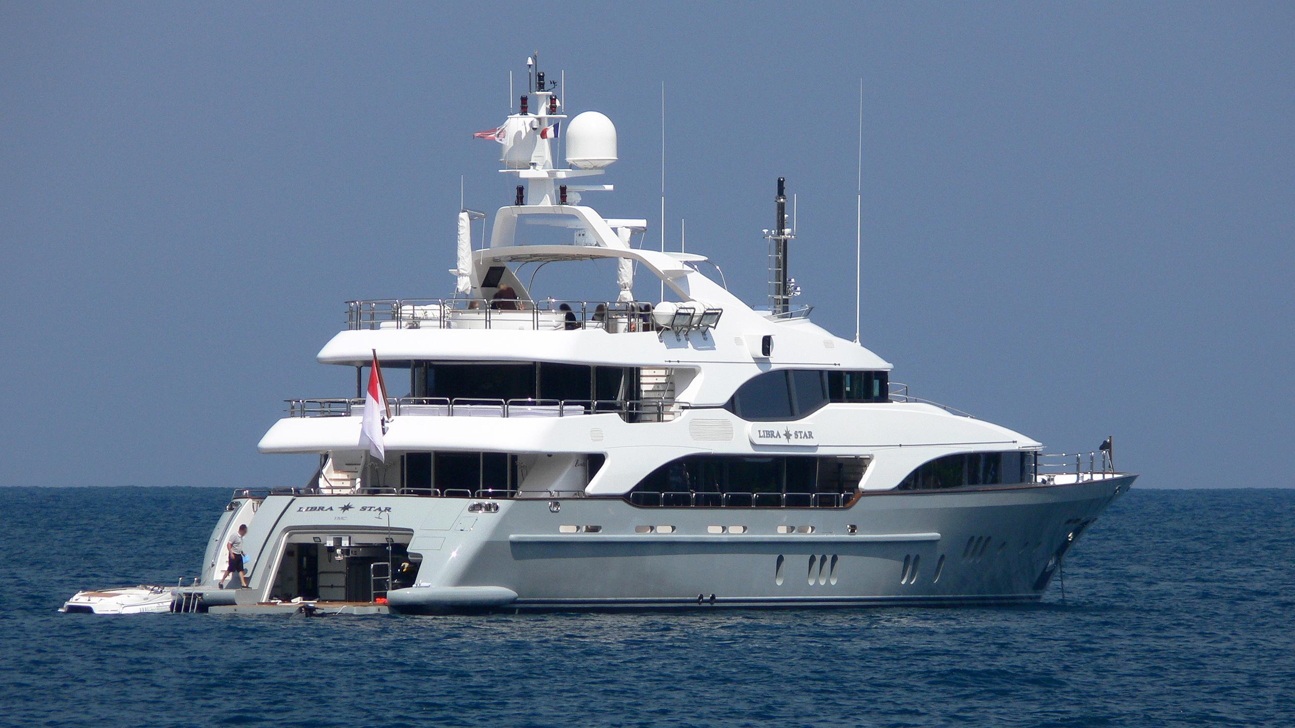justa delia libra star motor yacht benetti vision 2008 44m stern