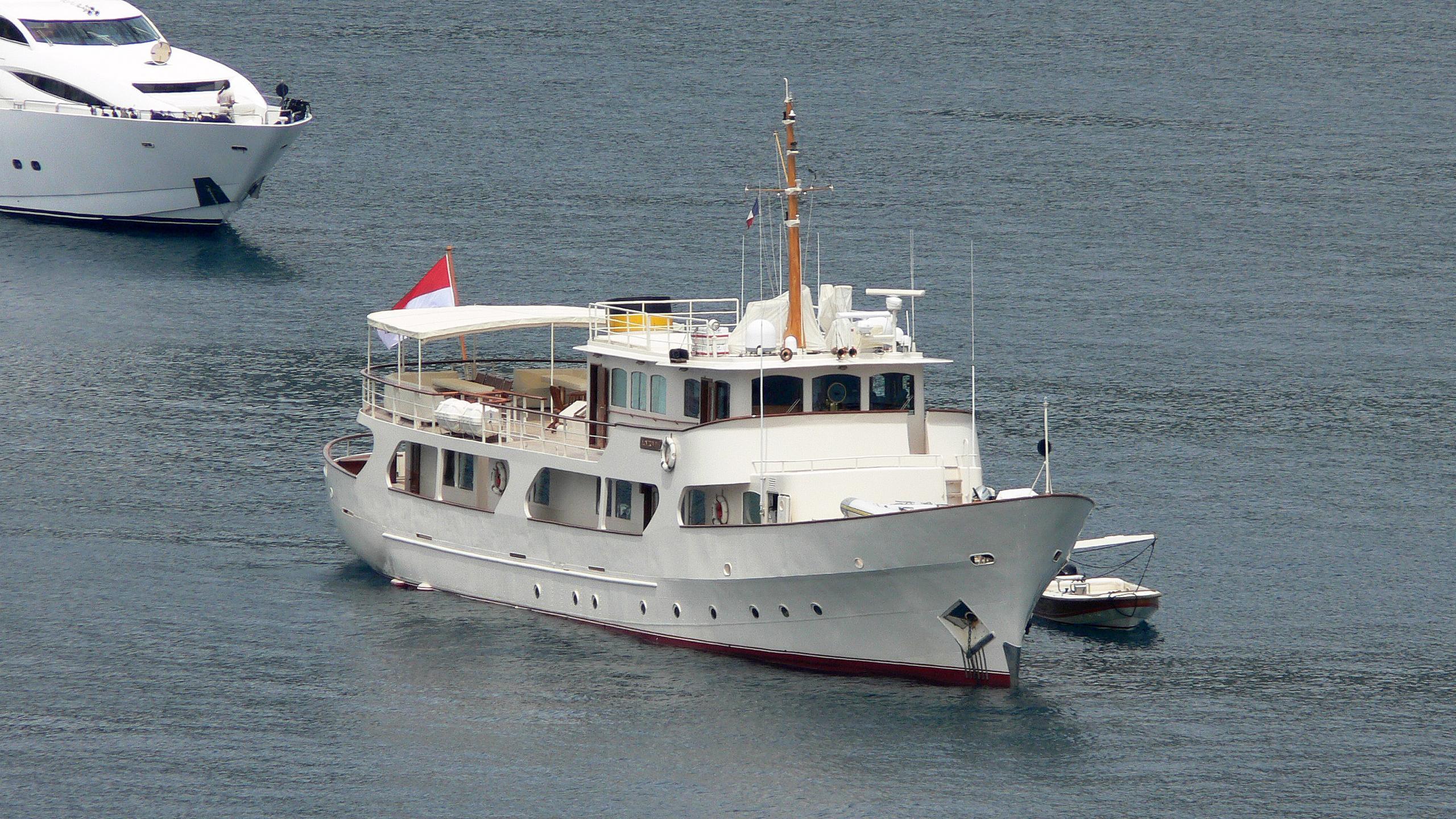 montrevel-motor-yacht-ateliers-et-forges-de-l-ouest-1958-37m-bow