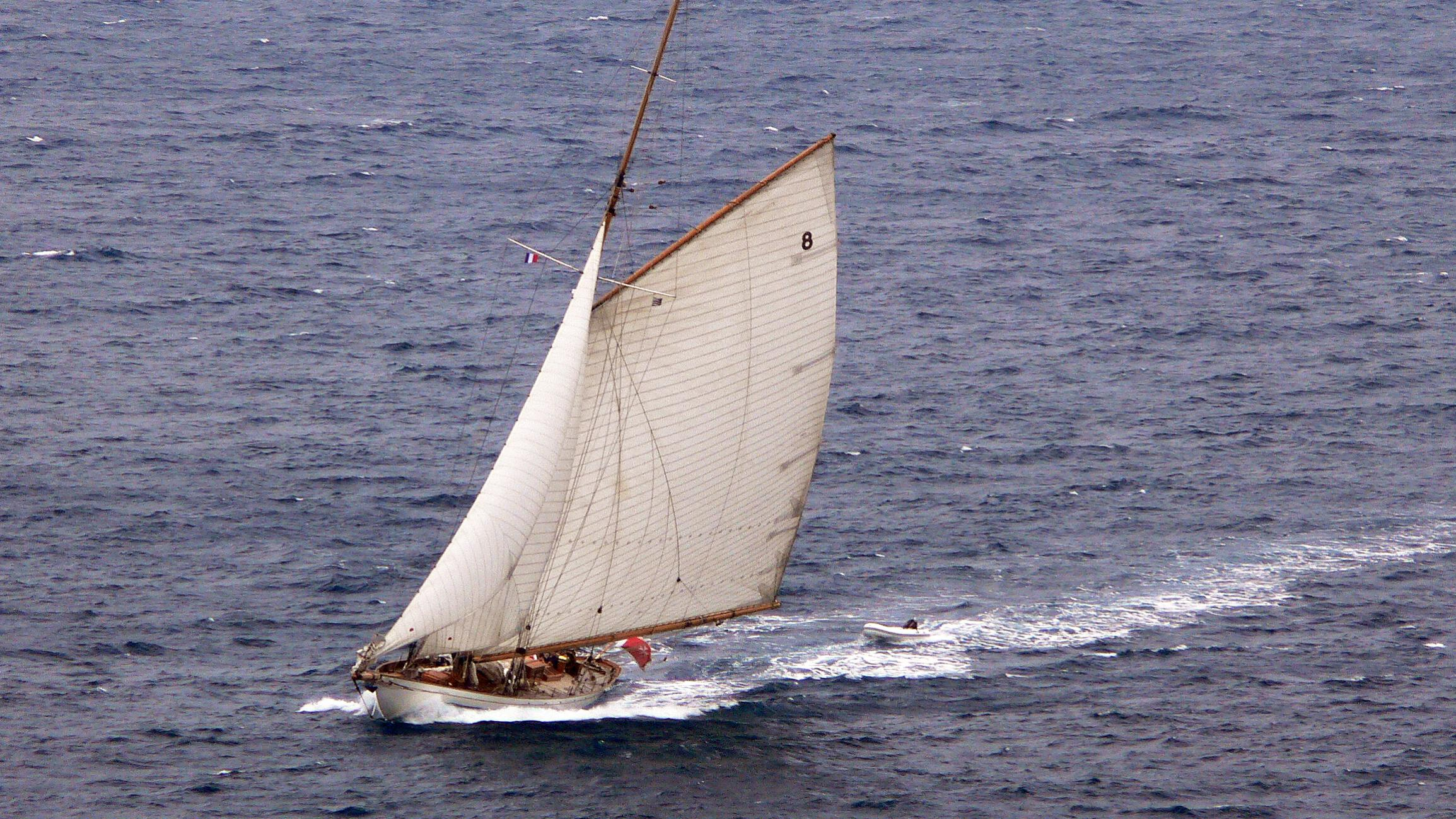 moonbeam-iv-sailing-yacht-fife-1920-32m-cruising-bow