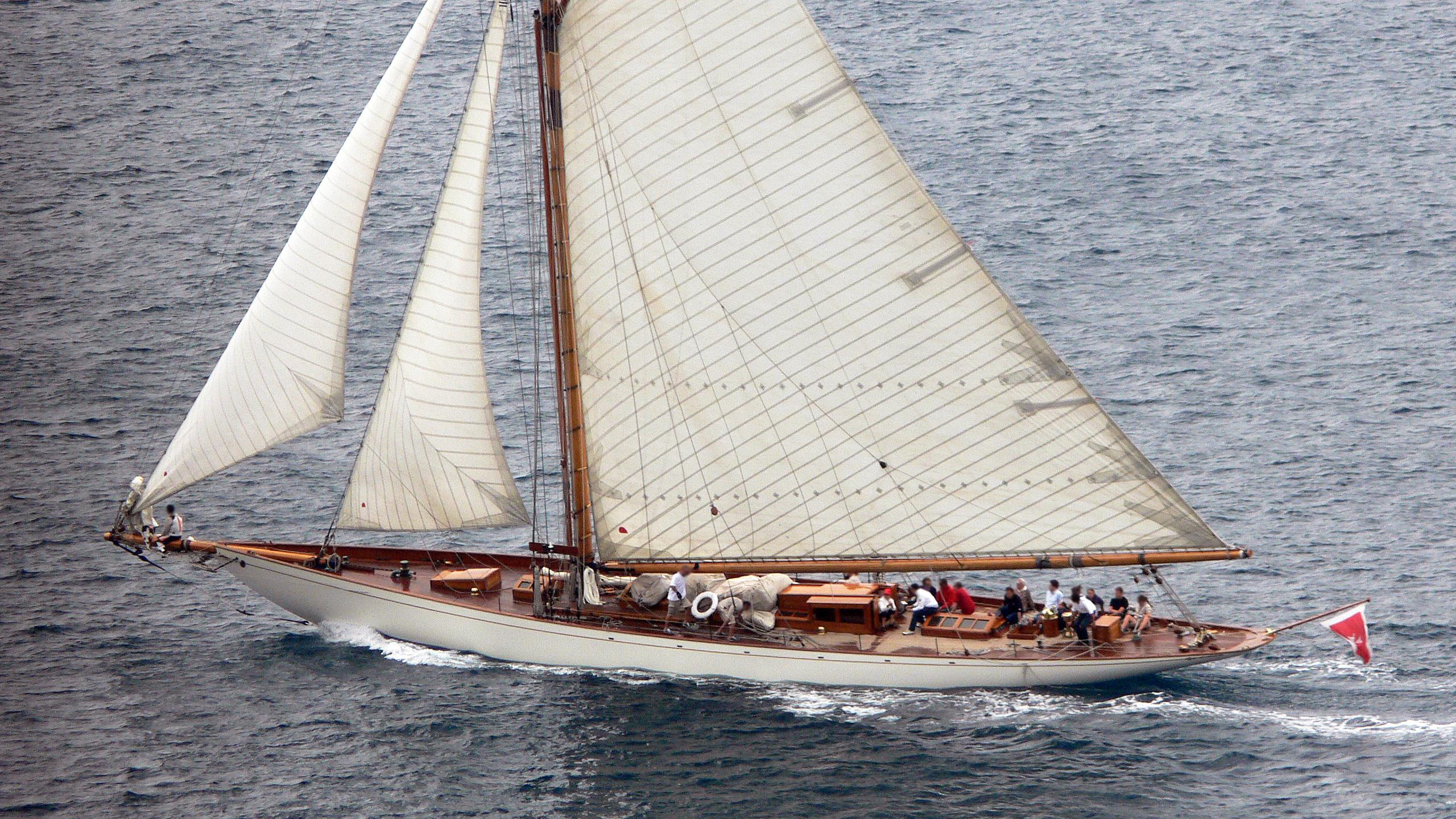 moonbeam-iv-sailing-yacht-fife-1920-32m-cruising-half-profile