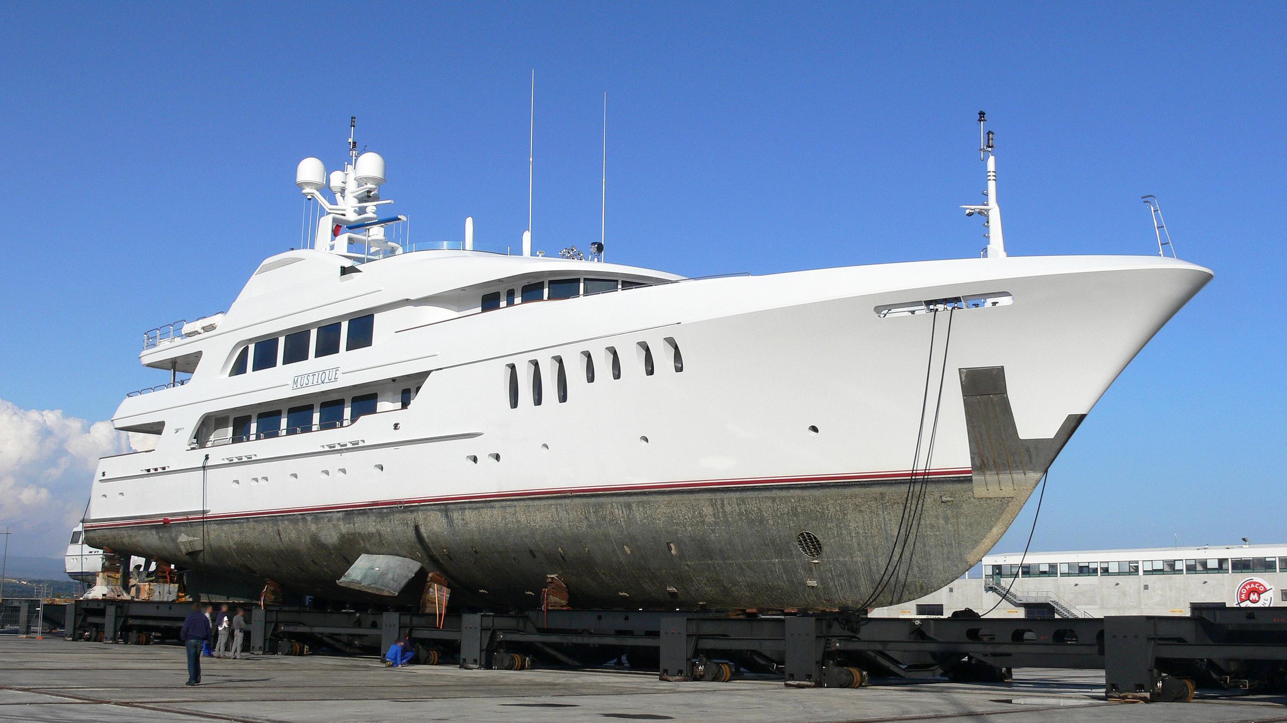 mustique-motor-yacht-trinity-180-2005-55m-bow-shipyard