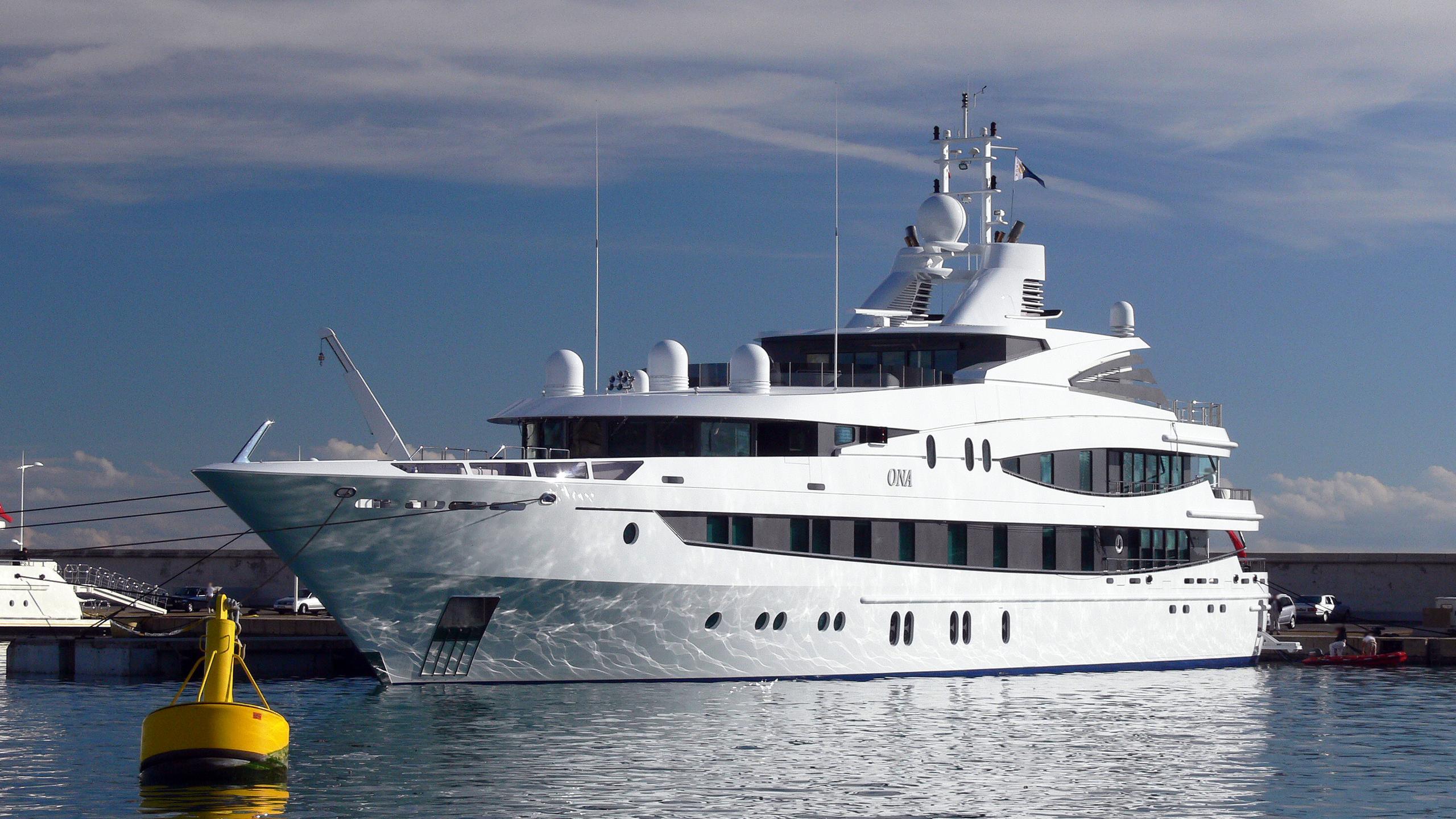 luna b natita motoryacht oceanco 2005 66m bow
