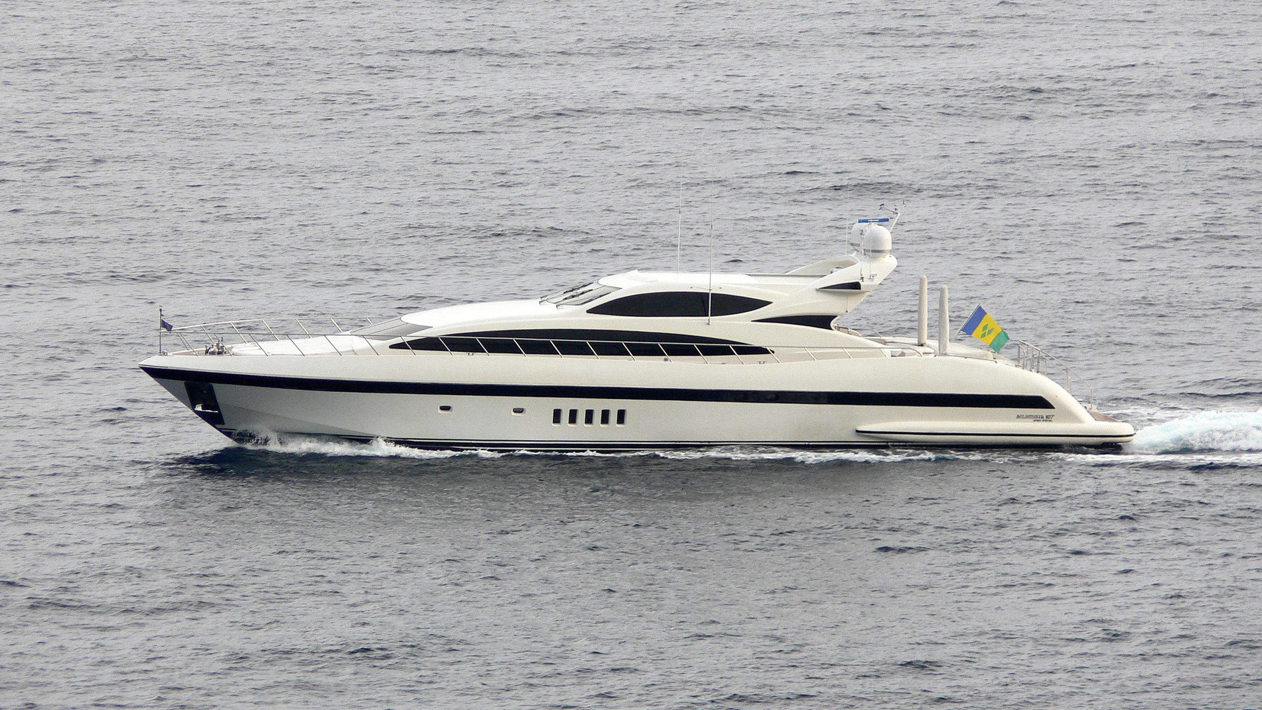 negara-motor-yacht-overmarine-omangusta-107-sport-cruising-profile