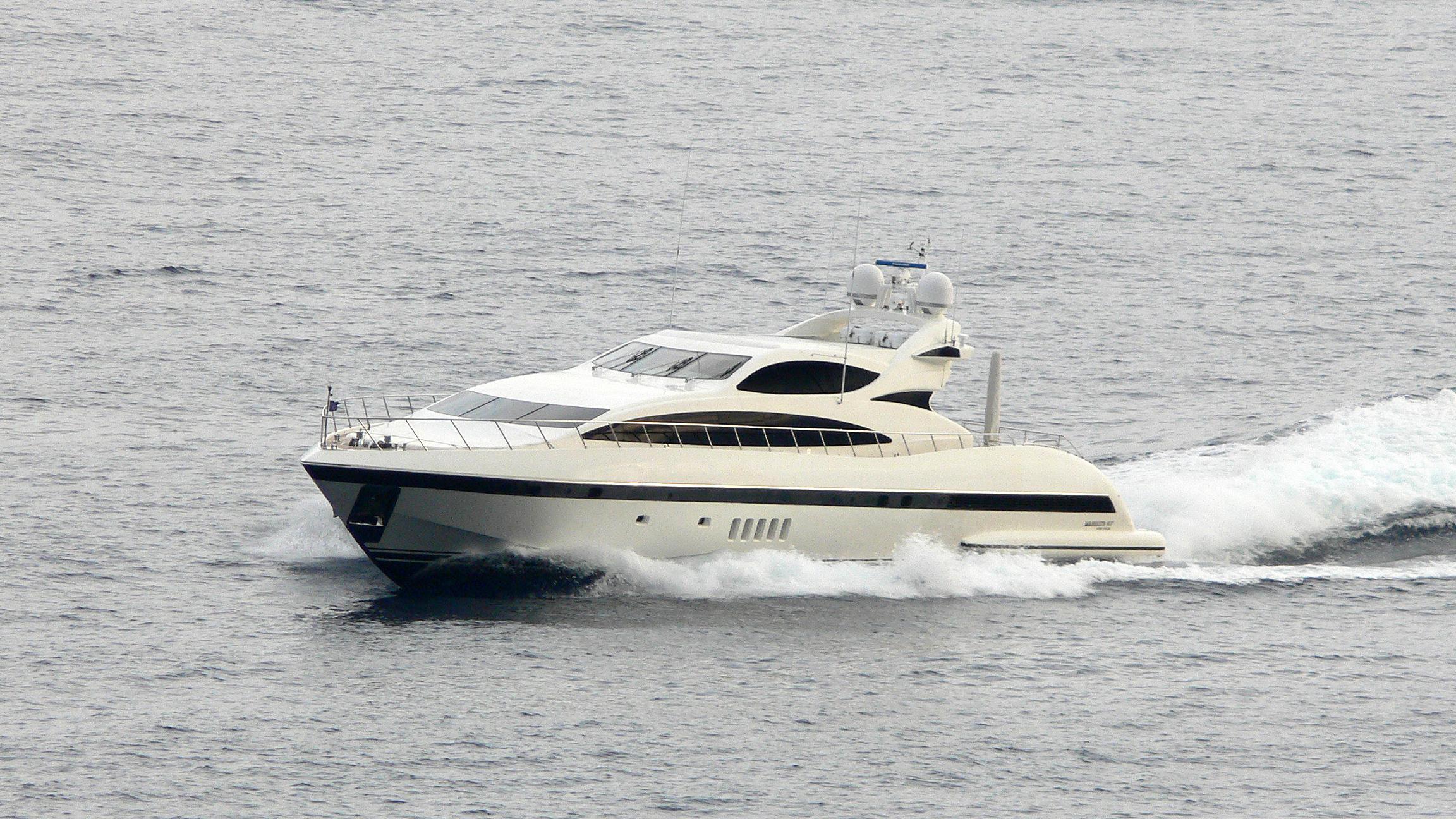 negara-motor-yacht-overmarine-omangusta-107-sport-cruising-half-profile