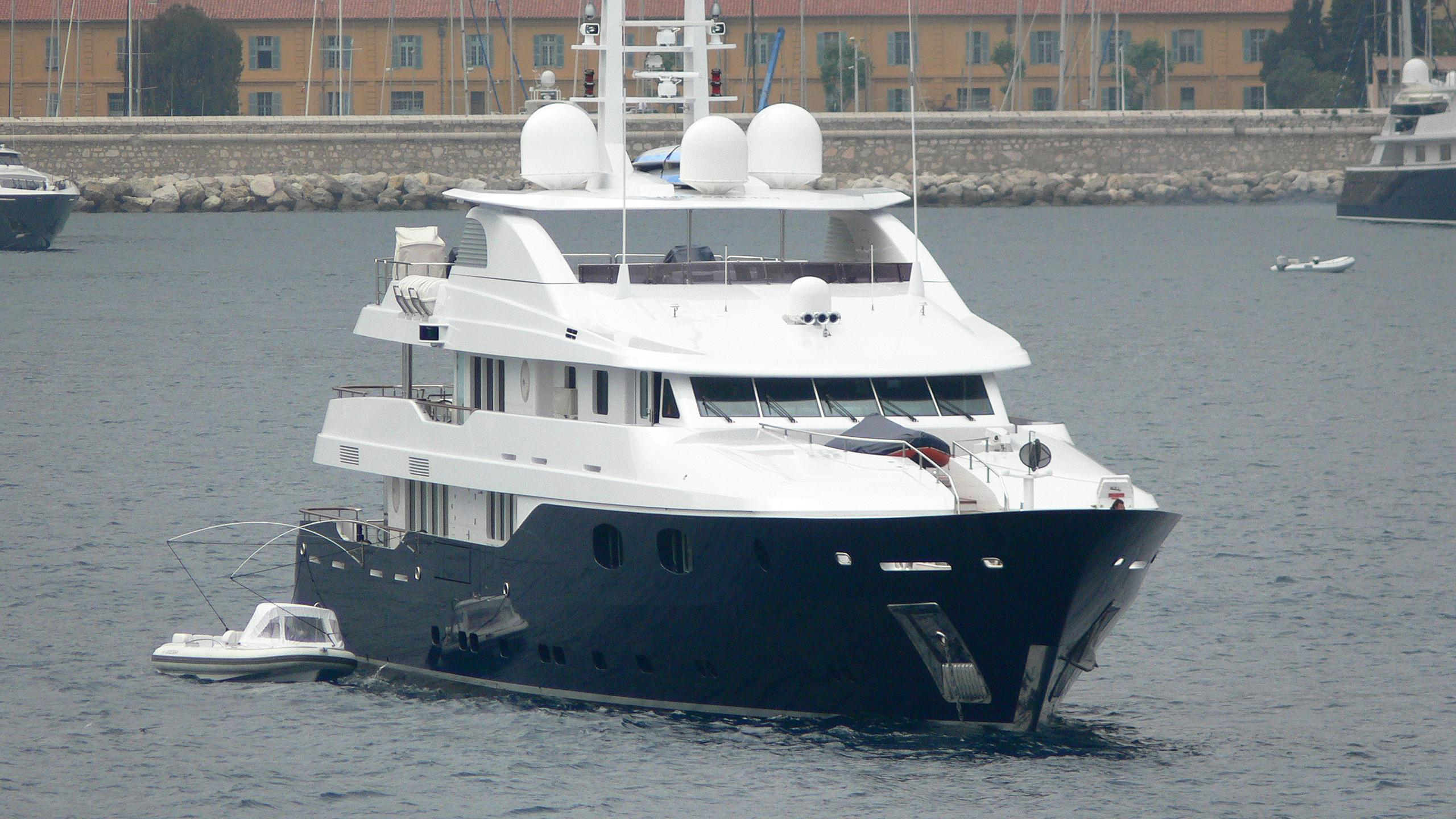 odessa-motor-yacht-turquoise-2007-50m-bow