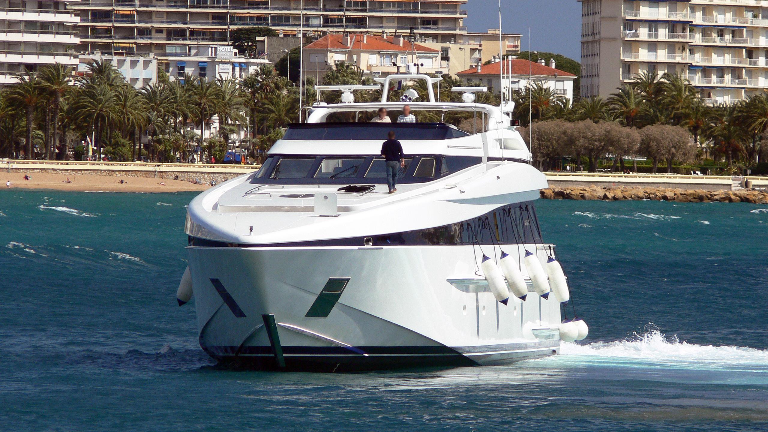opus-ii-motor-yacht-heesen-1997-36m-bow