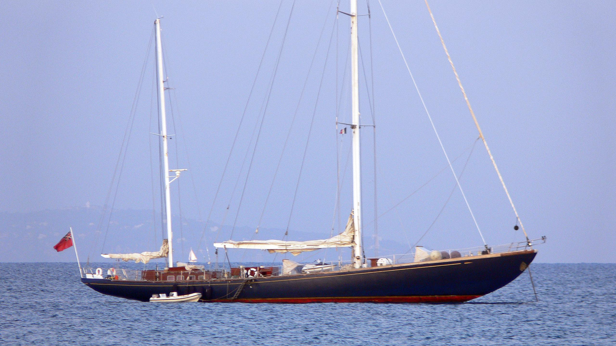 penelope-sailing-yacht-perriere-1968-39m-profile-at-sea