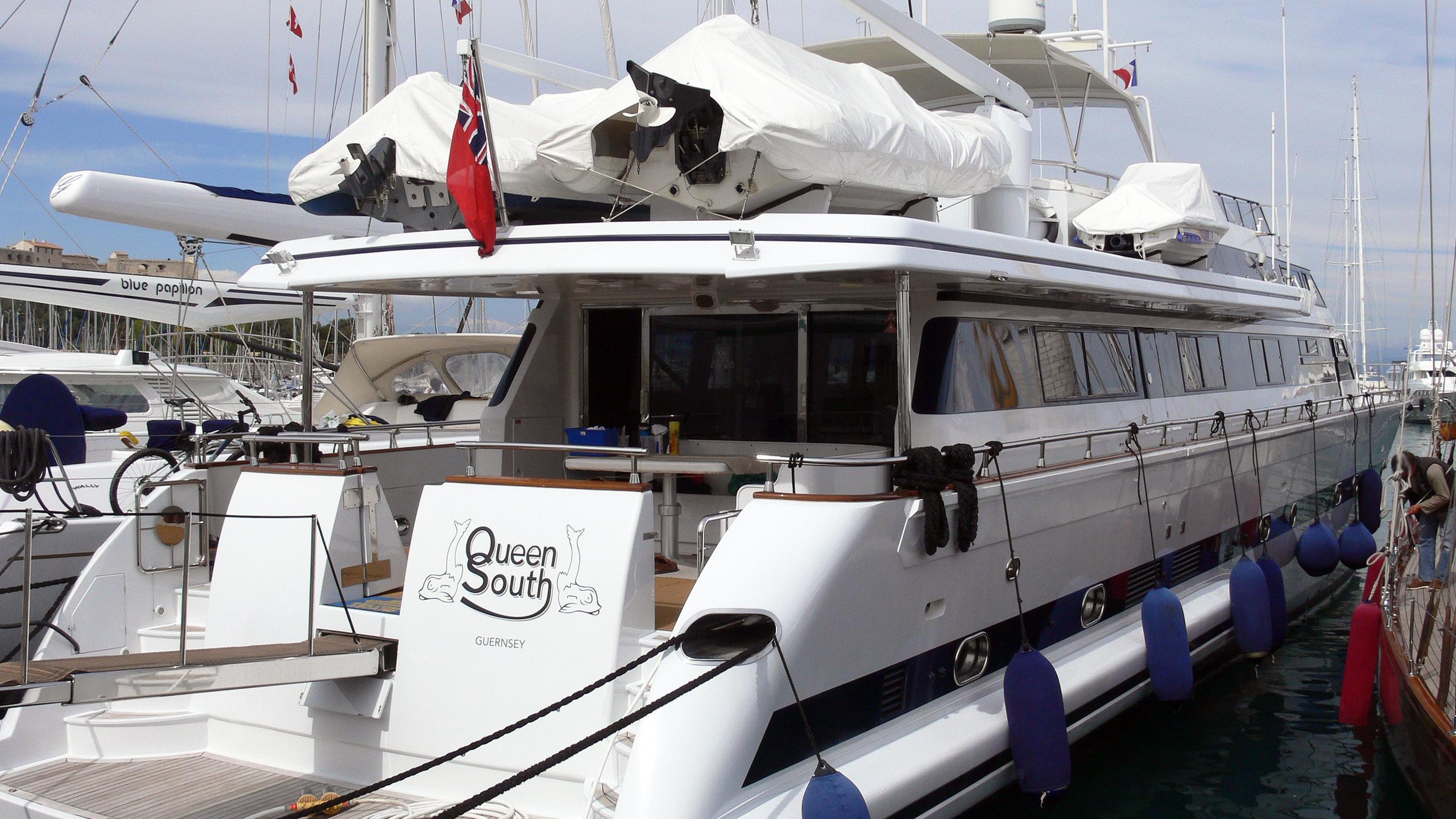 queen-south-motor-yacht-versilcraft-super-challenger-1987-30m-stern