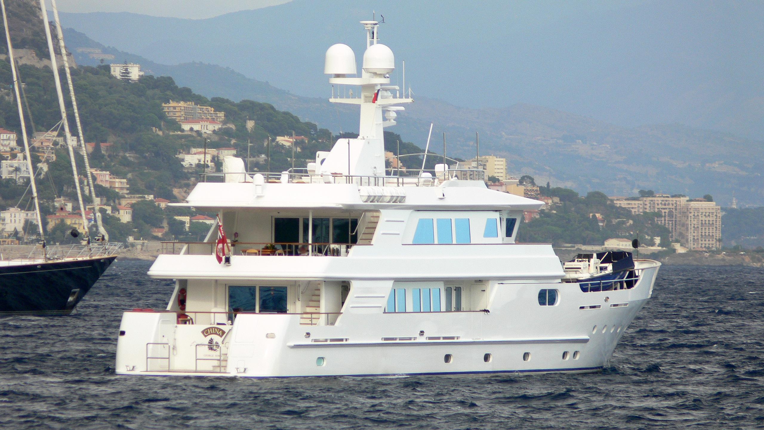 relentless-expedition-yacht-kingship-110-2006-34m-stern