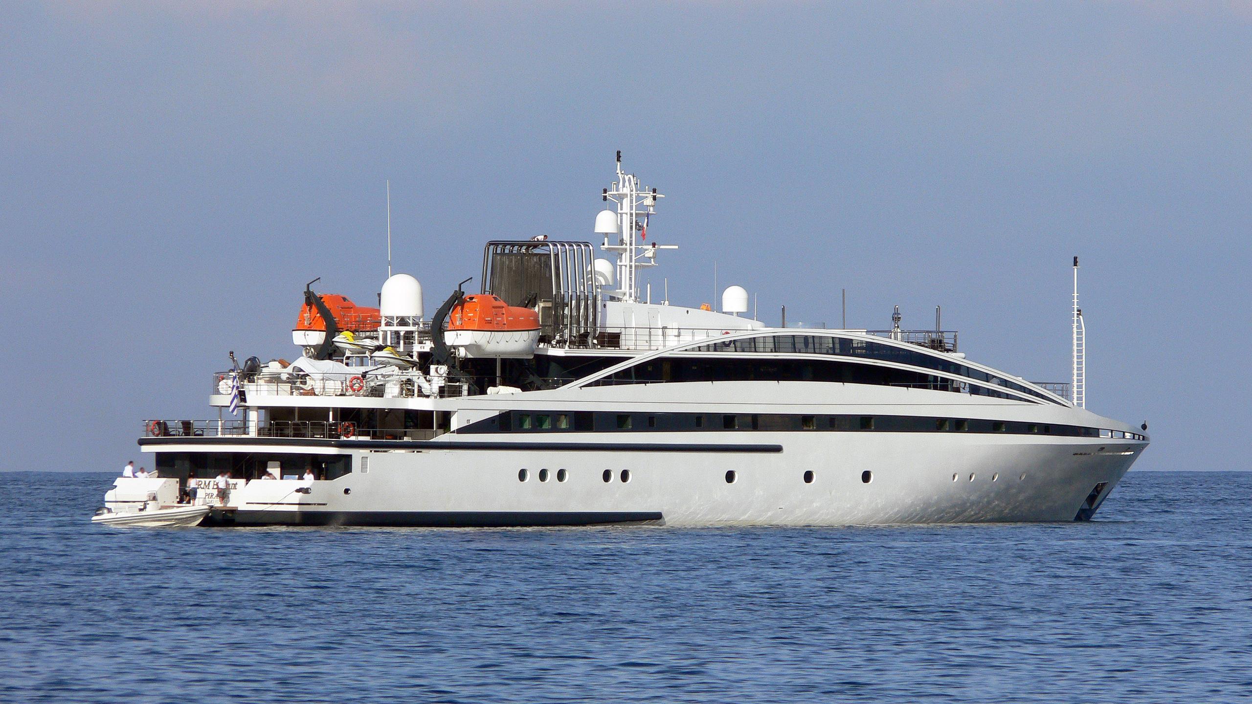 elegant-007-rm-elegant--motor-yacht-lamda-2005-72m-half-profile