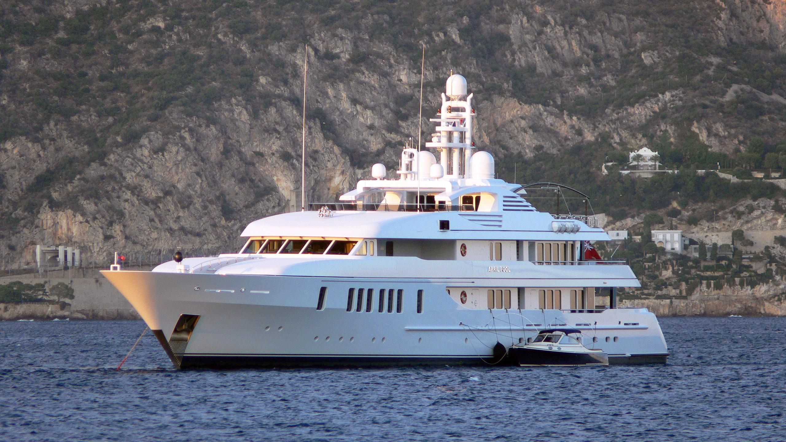 samadhi-motor-yacht-feadship-2006-61m-half-profile