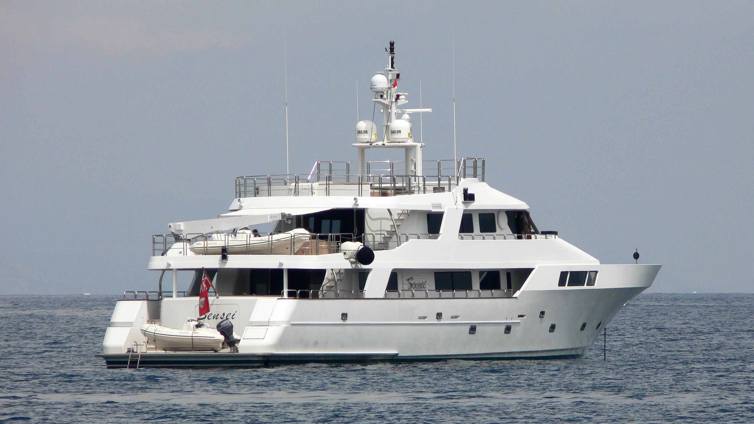 sensei-motor-yacht-mitsubishi-hi-1991-38m-stern